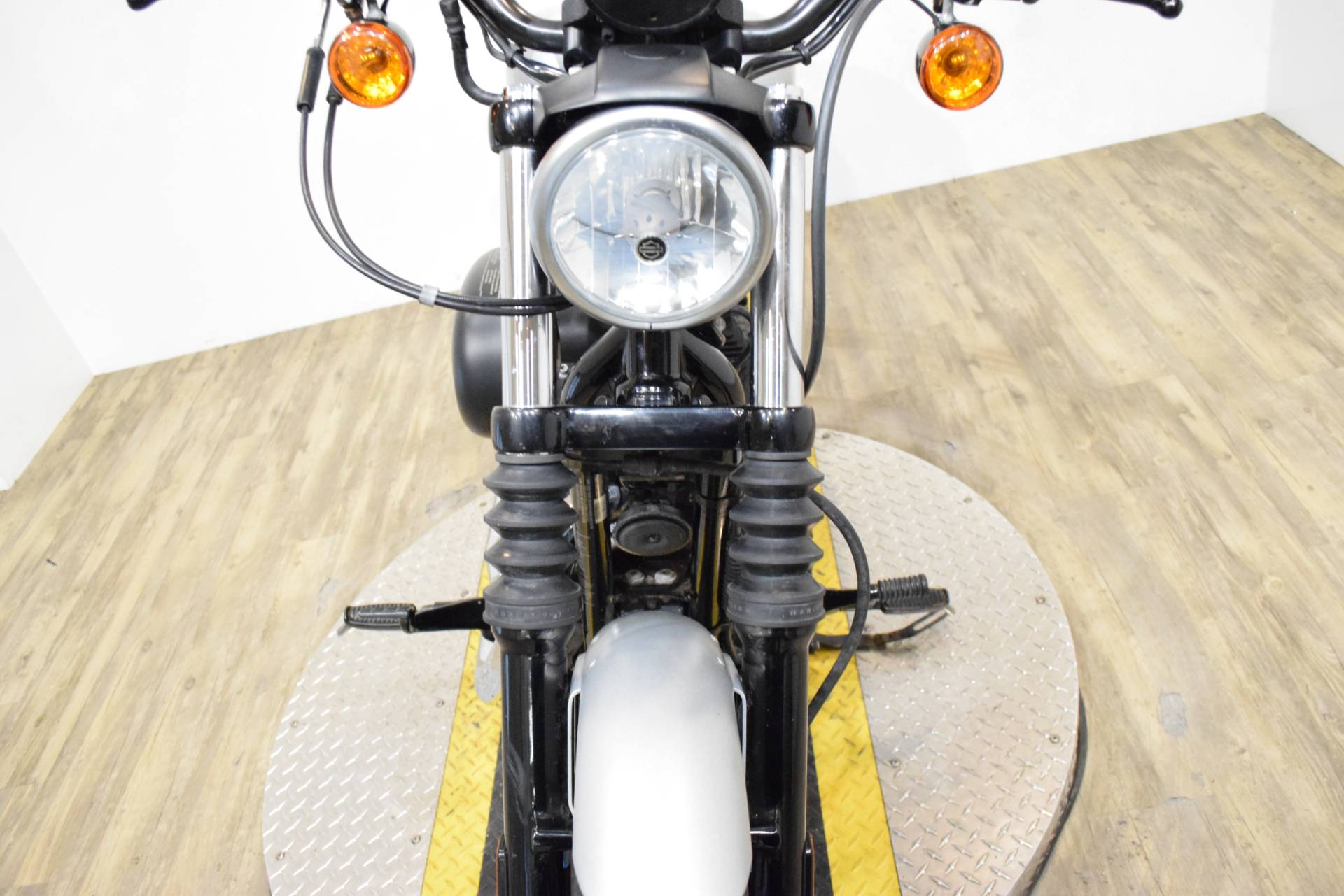 2010 Harley-Davidson Sportster® Iron 883™ in Wauconda, Illinois - Photo 13