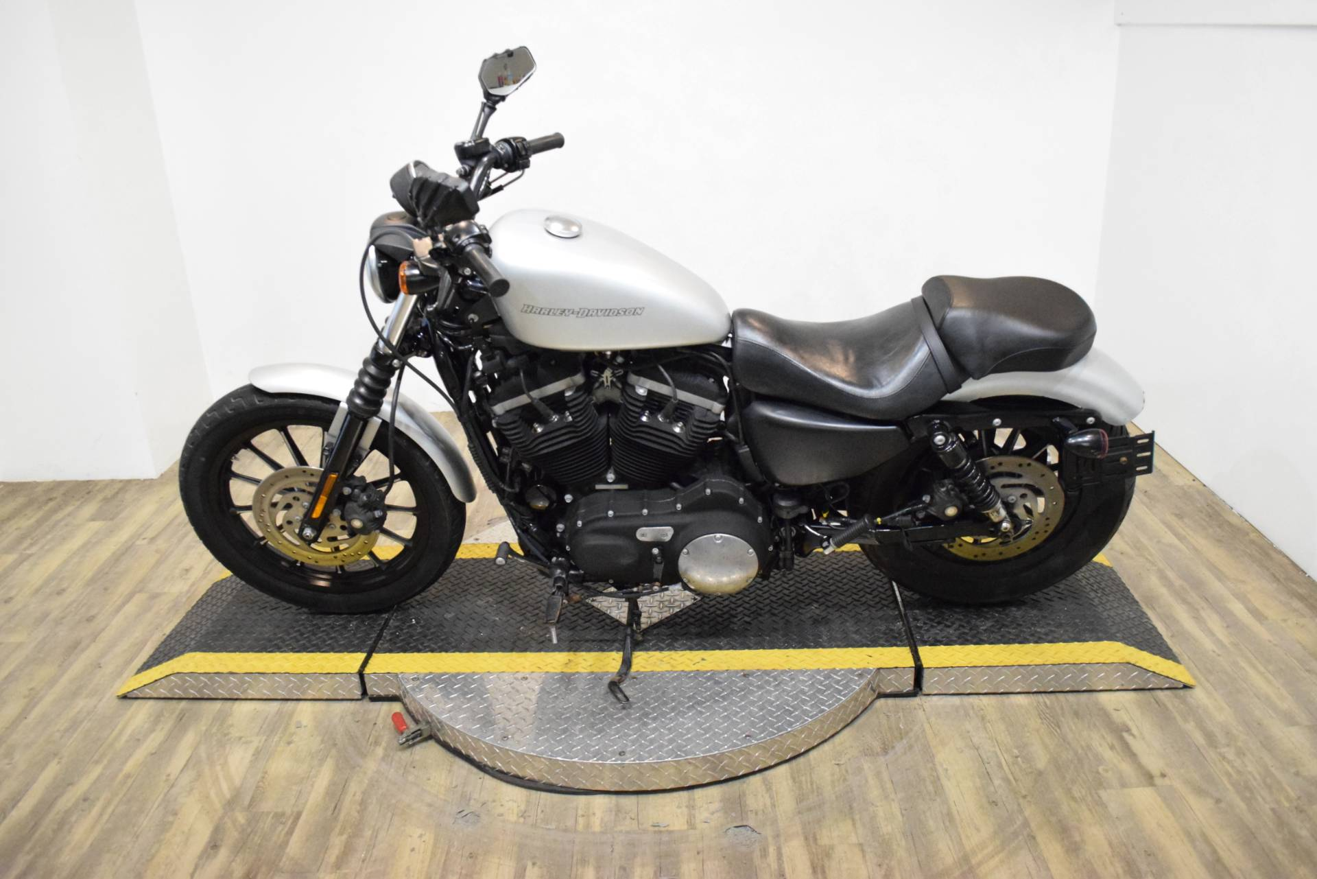 2010 Harley-Davidson Sportster® Iron 883™ in Wauconda, Illinois - Photo 16