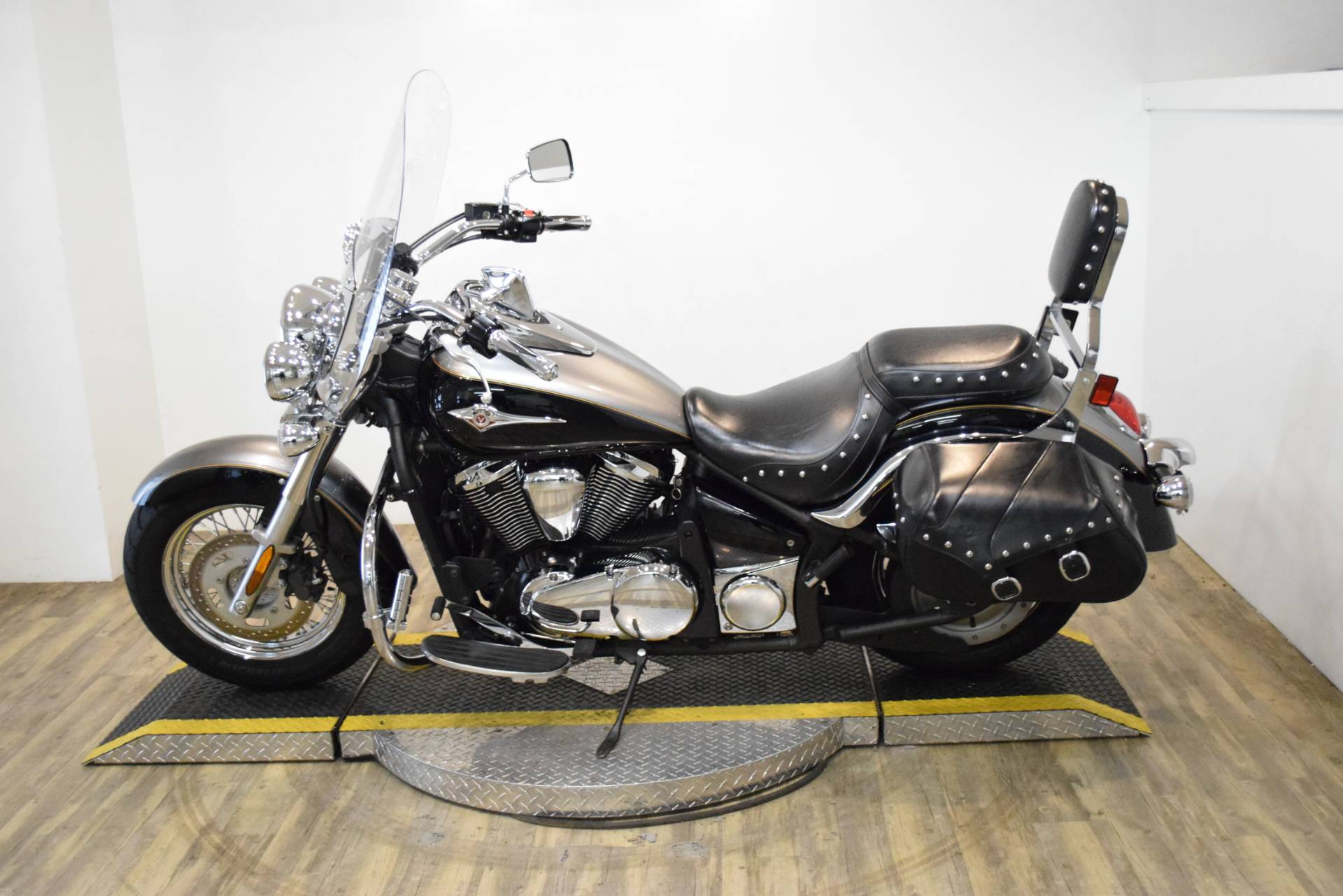 2012 Kawasaki Vulcan® 900 Classic LT in Wauconda, Illinois - Photo 17