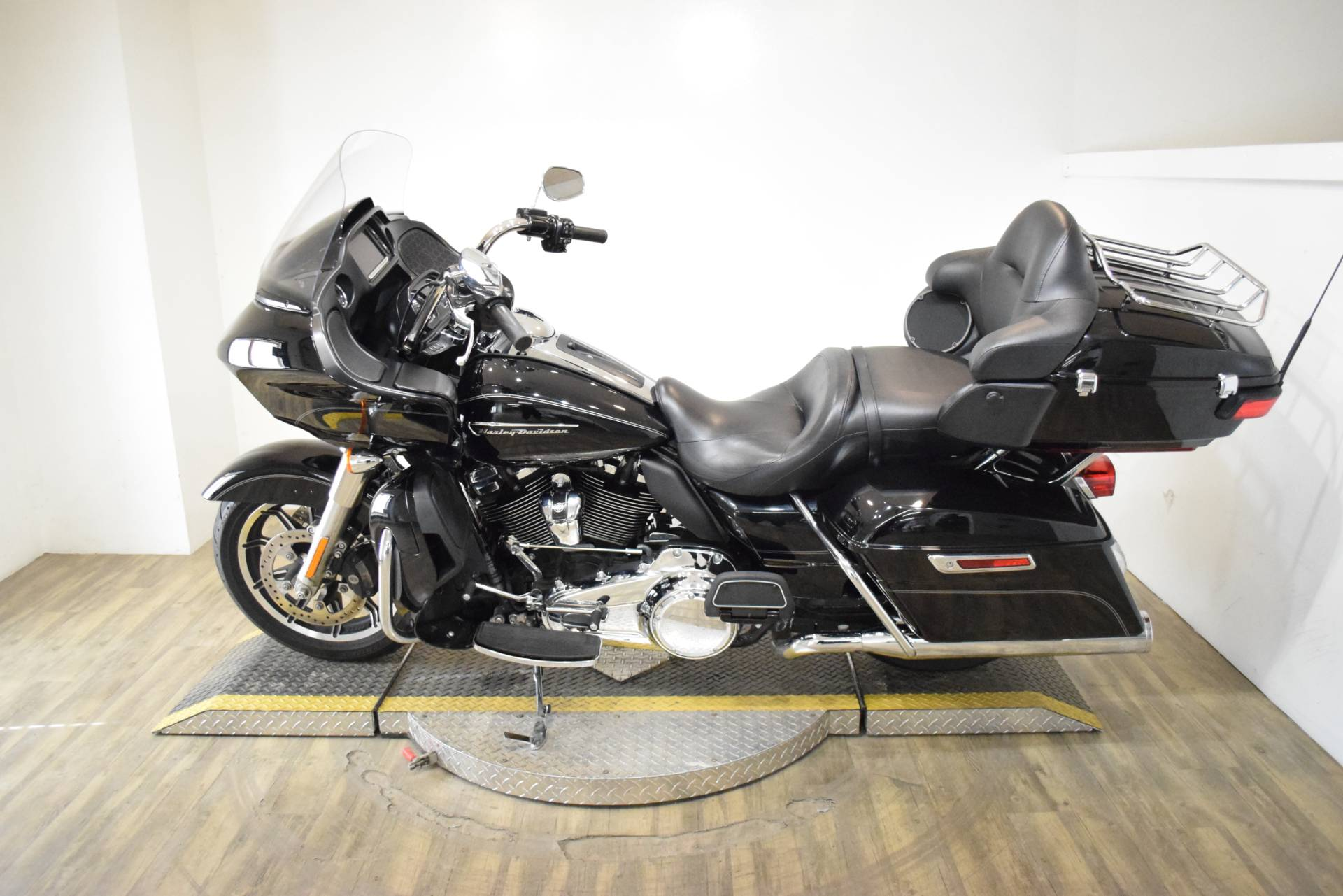 2017 Harley-Davidson Road Glide® Ultra in Wauconda, Illinois - Photo 15