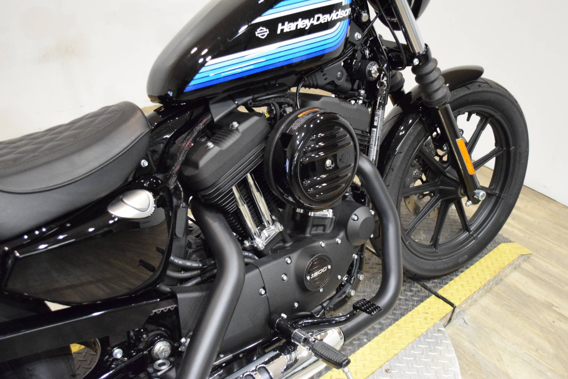 2018 Harley-Davidson Iron 1200™ in Wauconda, Illinois - Photo 6
