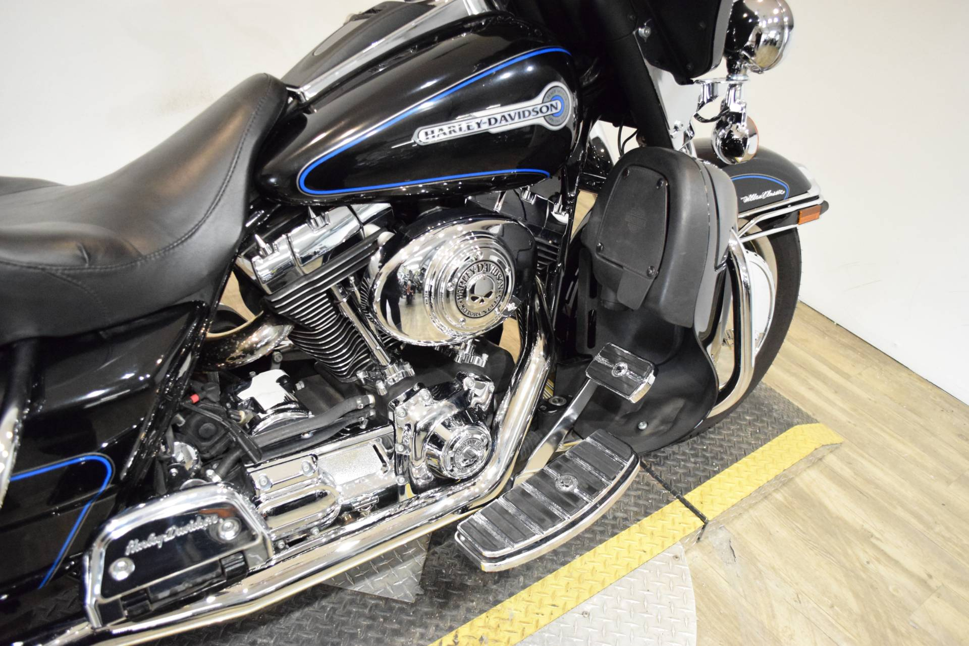 2006 Harley-Davidson Ultra Classic® Electra Glide® Peace Officer Special Edition in Wauconda, Illinois - Photo 6