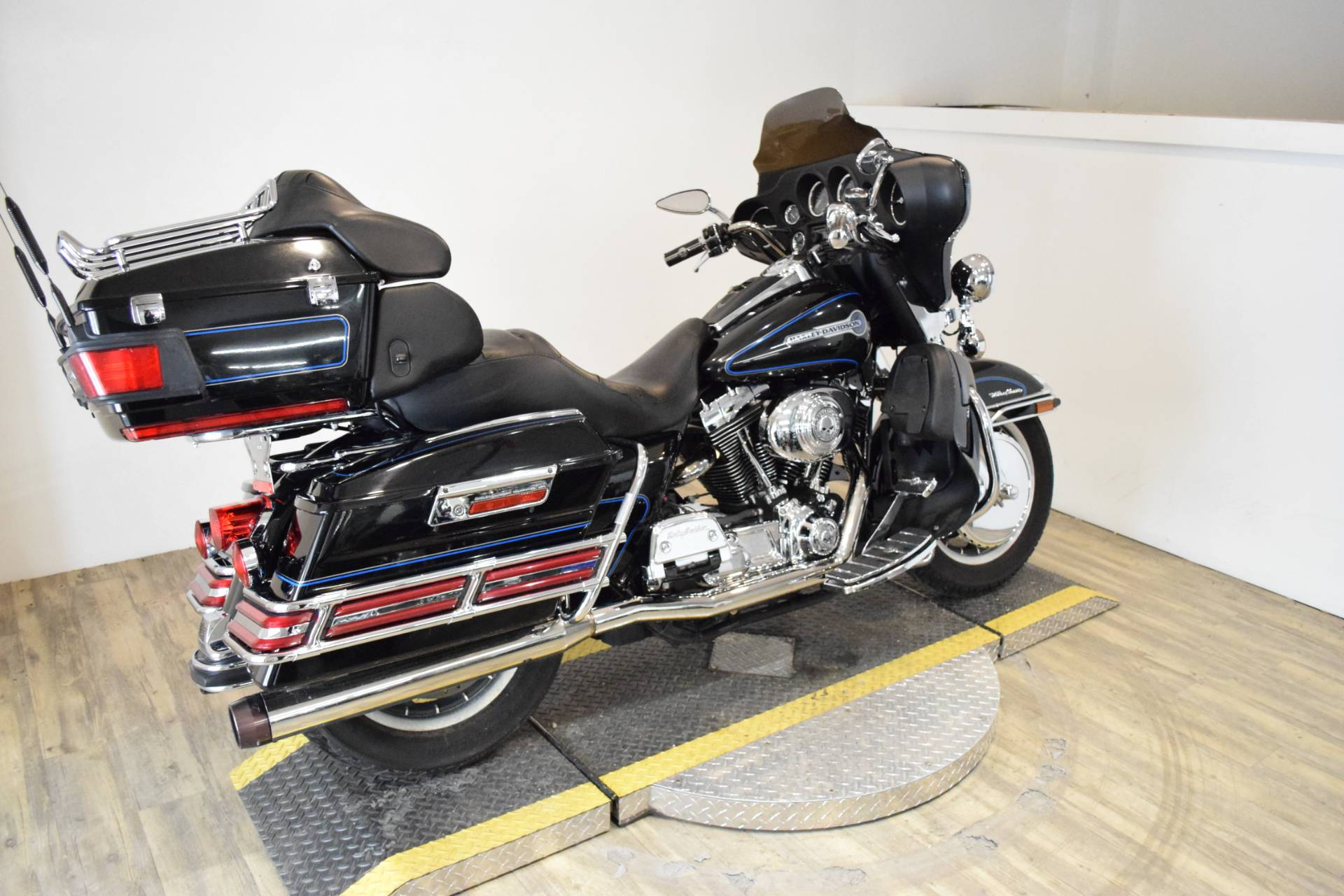 2006 Harley-Davidson Ultra Classic® Electra Glide® Peace Officer Special Edition in Wauconda, Illinois - Photo 9