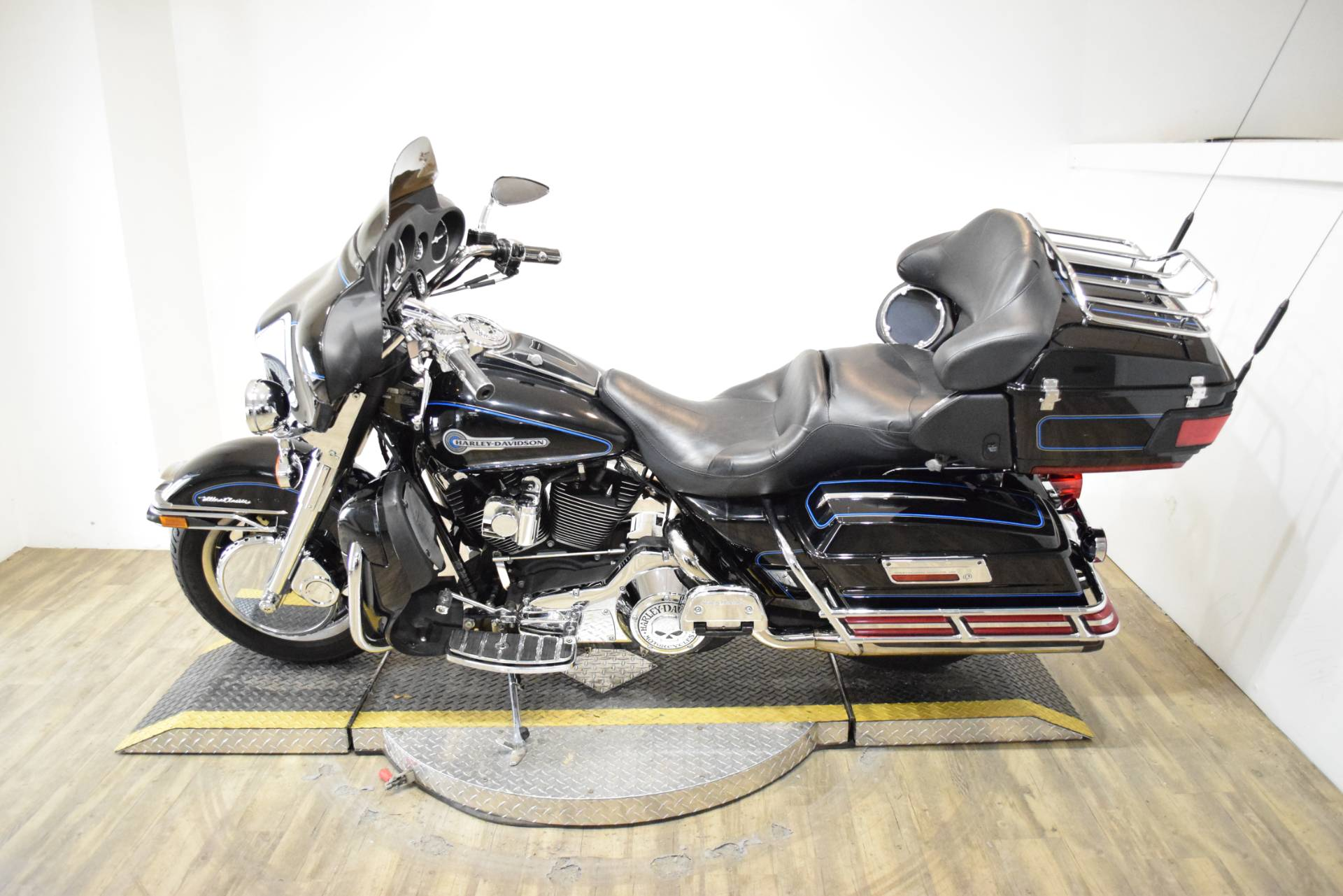 2006 Harley-Davidson Ultra Classic® Electra Glide® Peace Officer Special Edition in Wauconda, Illinois - Photo 15