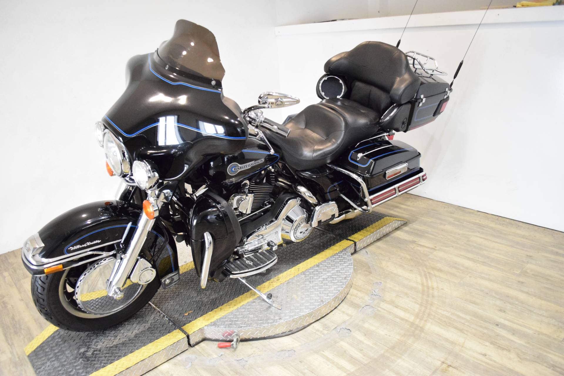 2006 Harley-Davidson Ultra Classic® Electra Glide® Peace Officer Special Edition in Wauconda, Illinois - Photo 22