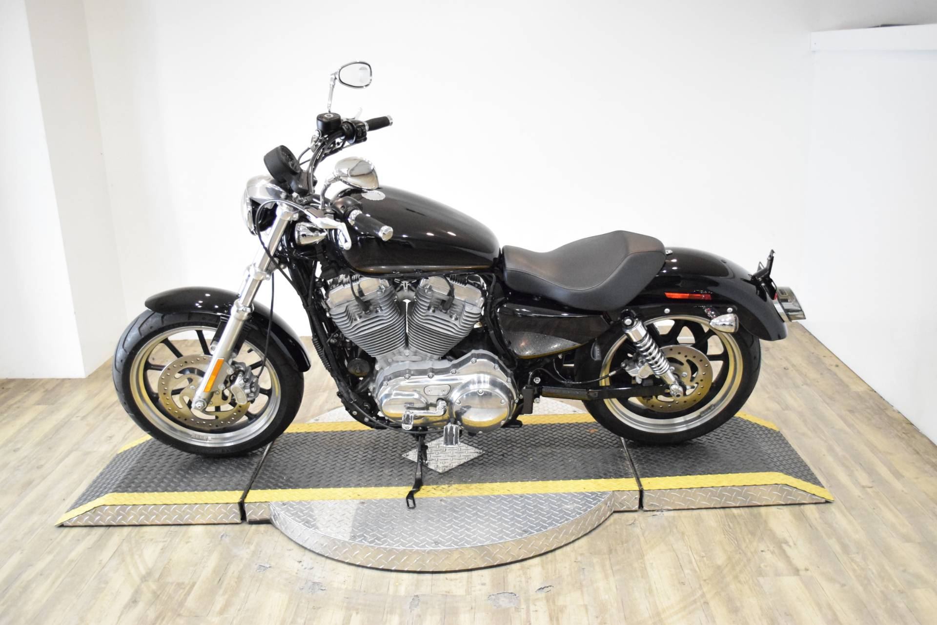 2014 Harley-Davidson Sportster® SuperLow® in Wauconda, Illinois - Photo 15