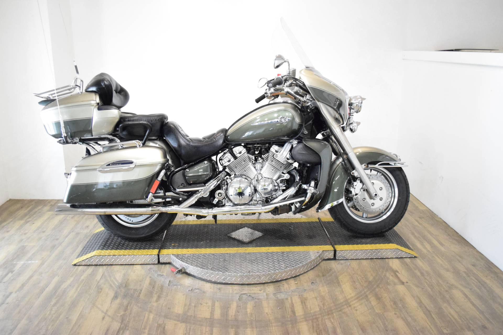 2001 Yamaha Royal Star Venture in Wauconda, Illinois - Photo 1