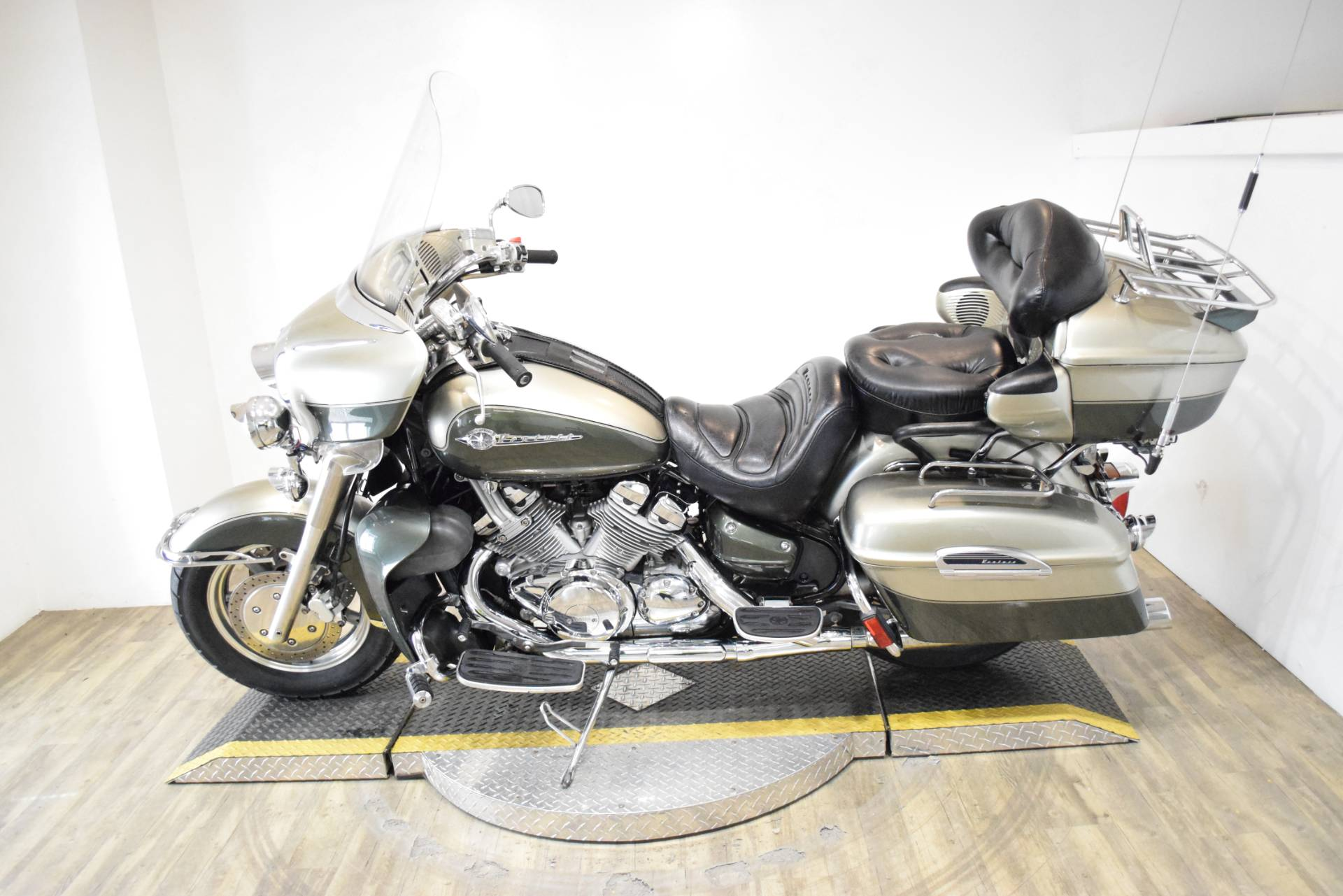 2001 Yamaha Royal Star Venture in Wauconda, Illinois - Photo 15