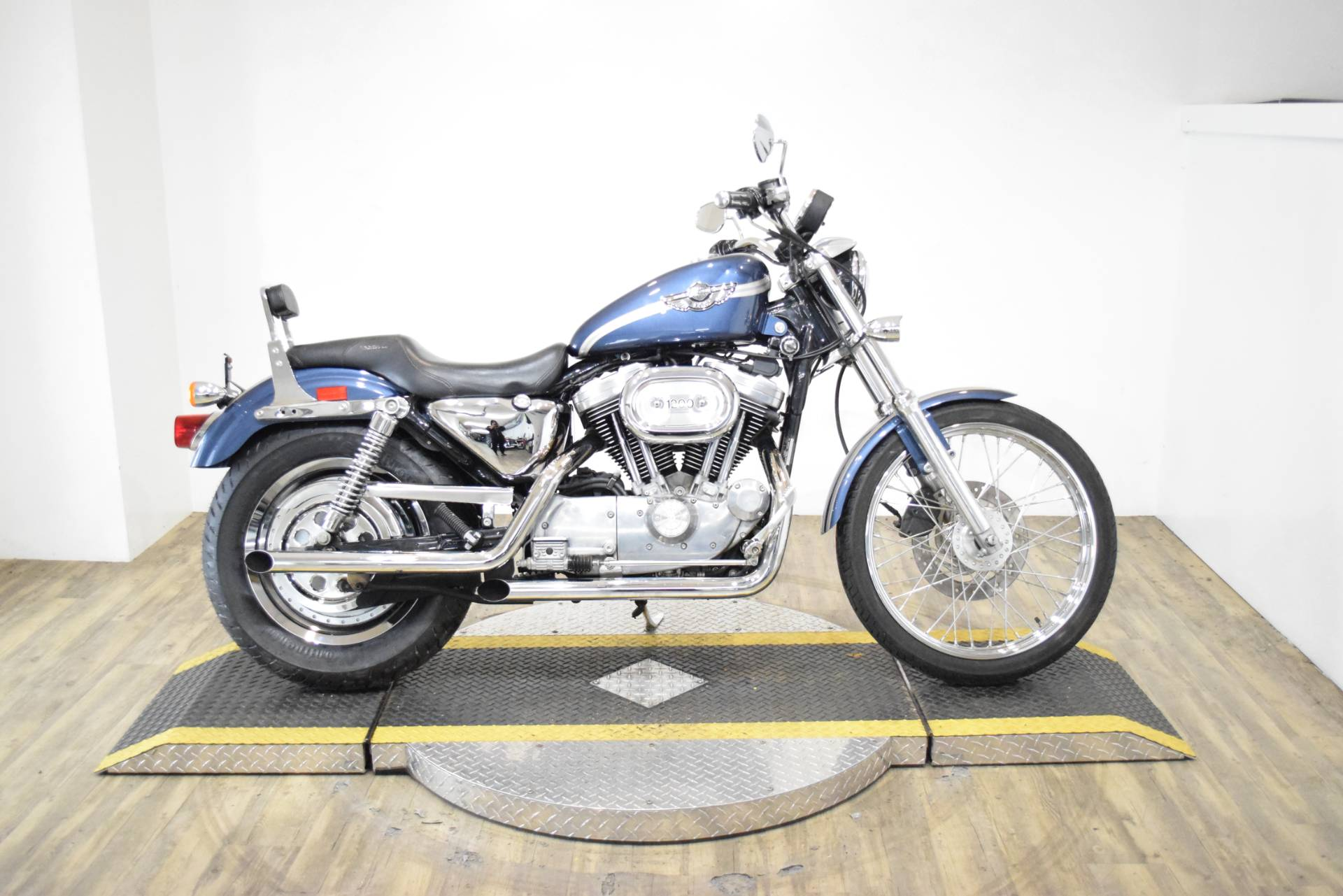 2003 Harley-Davidson XL 1200C Sportster® 1200 Custom in Wauconda, Illinois - Photo 1