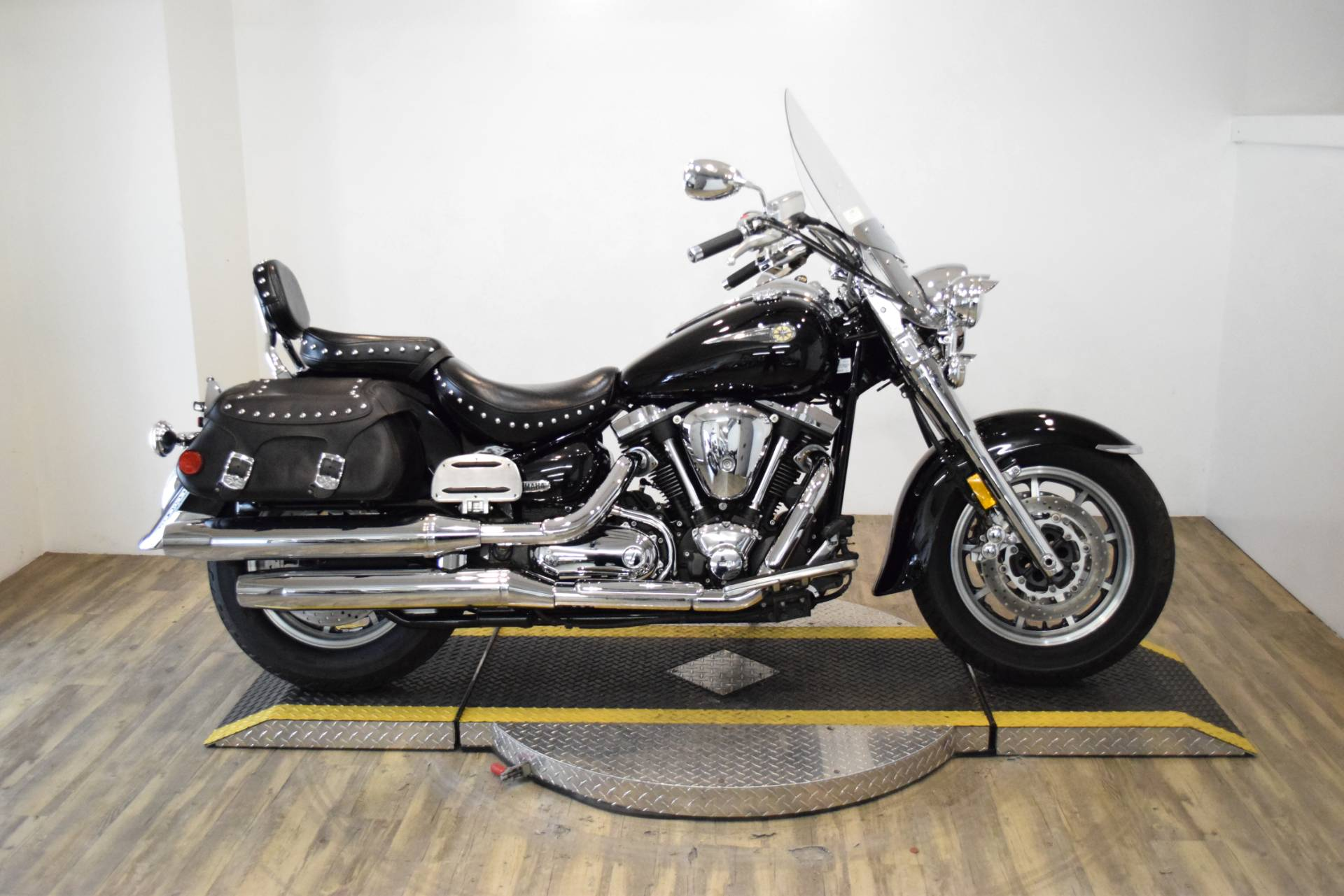 2004 Yamaha Road Star Midnight Silverado® in Wauconda, Illinois - Photo 1