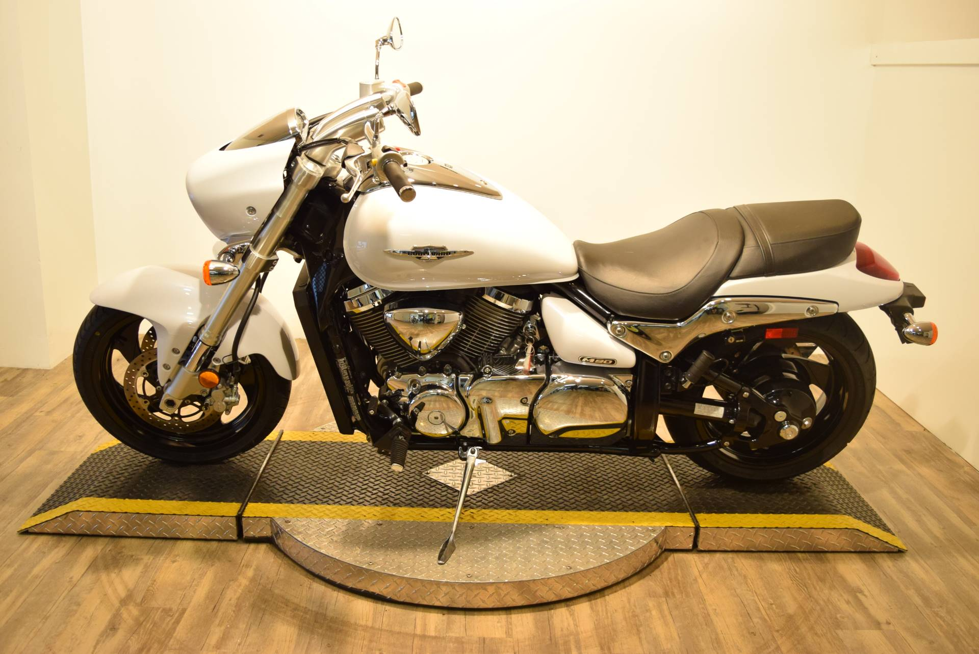2015 Suzuki Boulevard M90 in Wauconda, Illinois - Photo 11