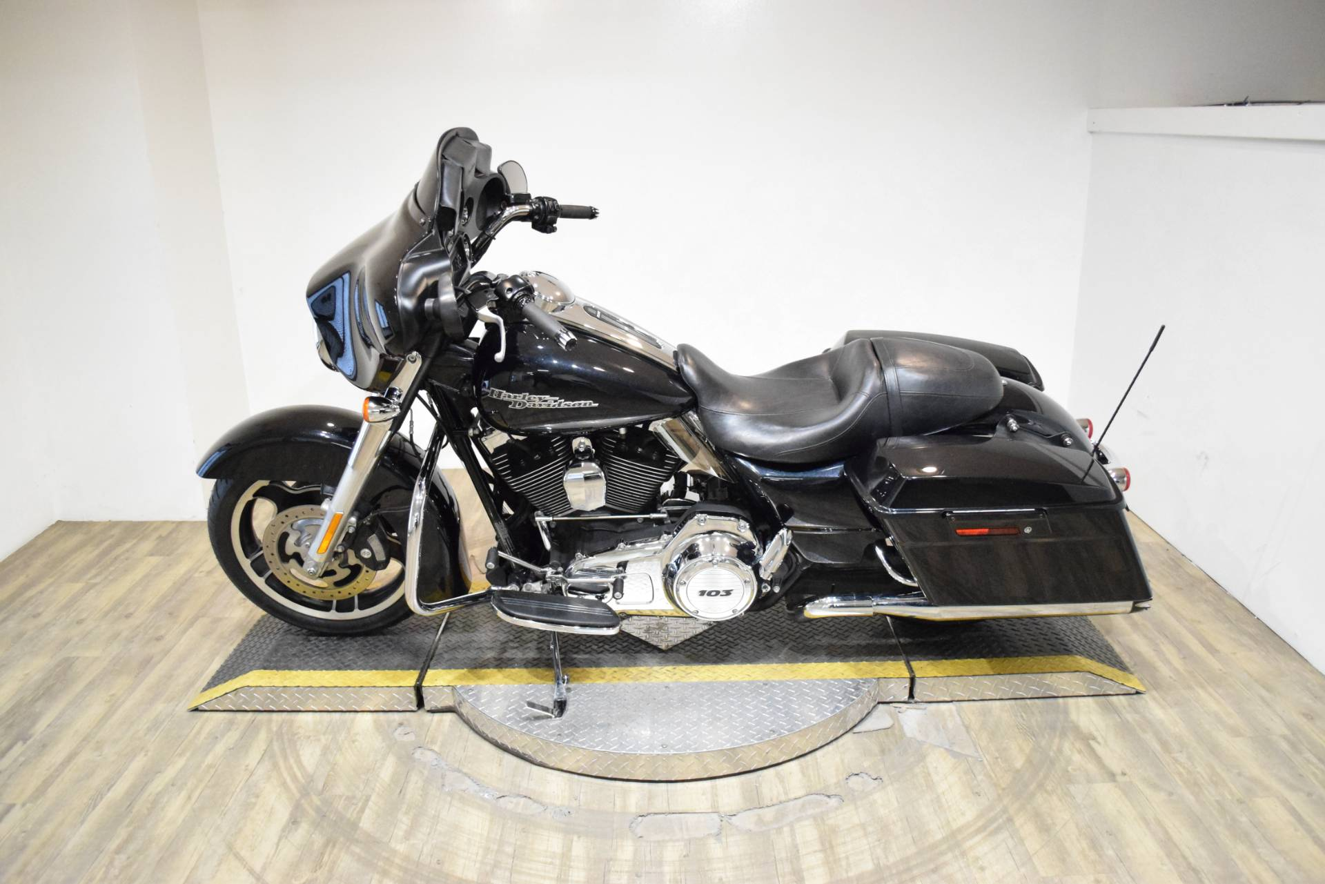 2013 Harley-Davidson Street Glide® in Wauconda, Illinois - Photo 15
