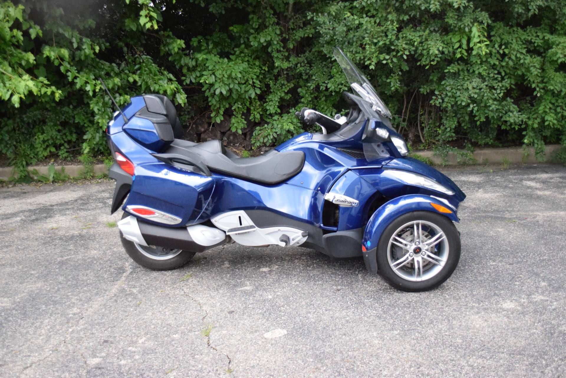 2011 Can-Am Spyder® RT Audio & Convenience SE5 in Wauconda, Illinois - Photo 1