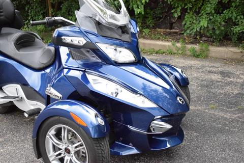 2011 Can-Am Spyder® RT Audio & Convenience SE5 in Wauconda, Illinois - Photo 3