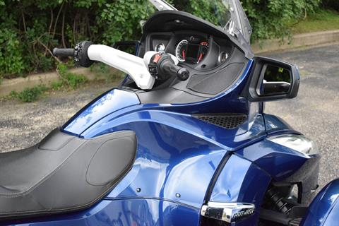 2011 Can-Am Spyder® RT Audio & Convenience SE5 in Wauconda, Illinois - Photo 5