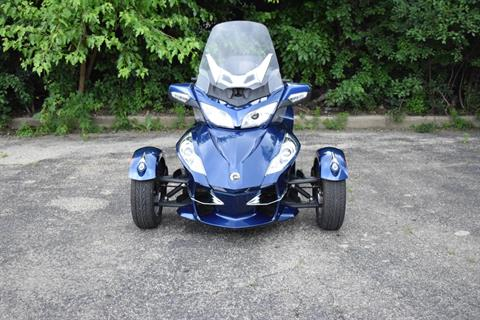 2011 Can-Am Spyder® RT Audio & Convenience SE5 in Wauconda, Illinois - Photo 10