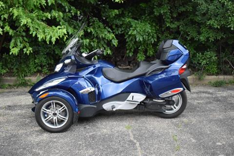 2011 Can-Am Spyder® RT Audio & Convenience SE5 in Wauconda, Illinois - Photo 18