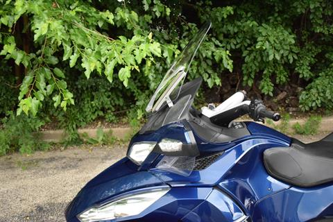 2011 Can-Am Spyder® RT Audio & Convenience SE5 in Wauconda, Illinois - Photo 23