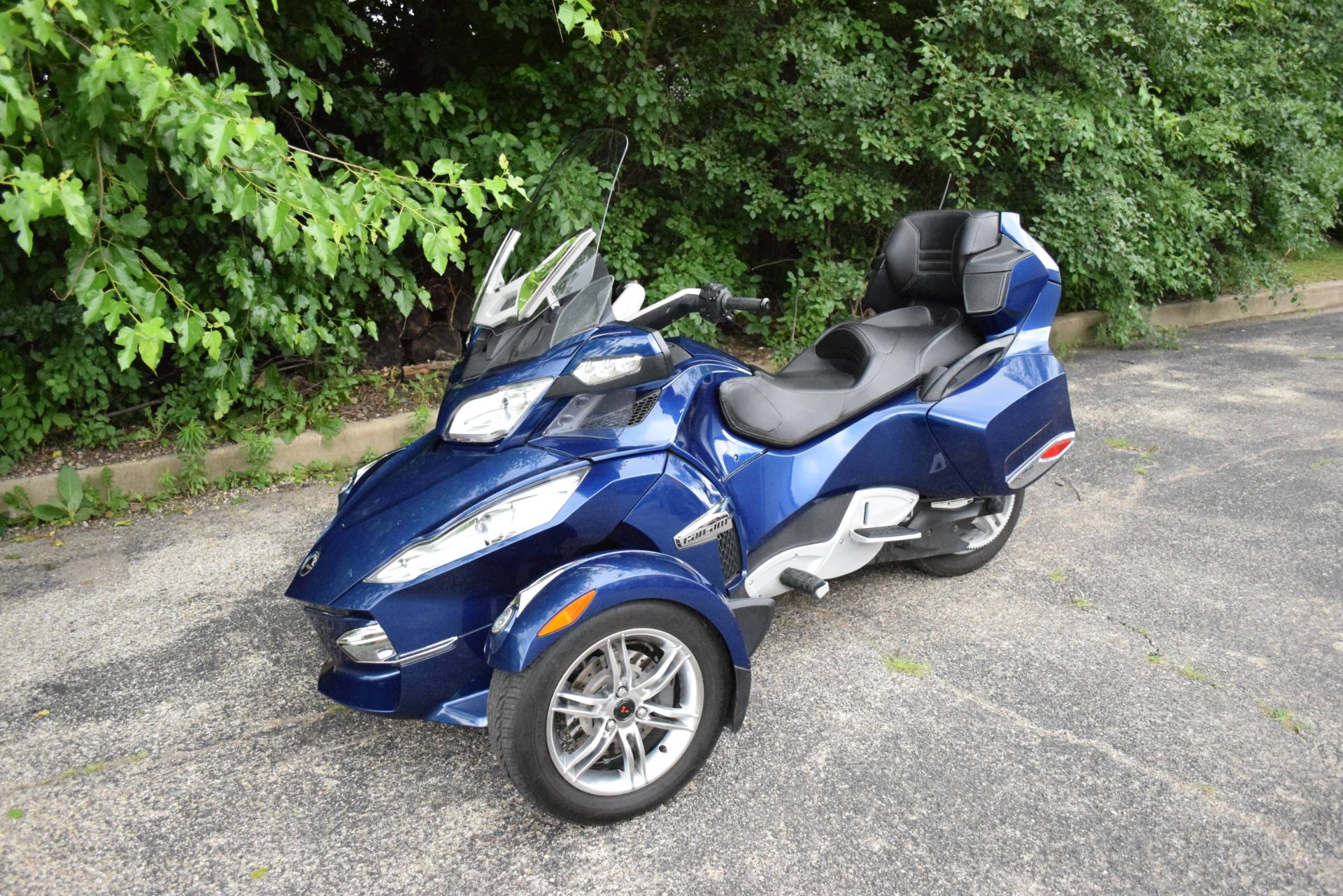 2011 Can-Am Spyder® RT Audio & Convenience SE5 in Wauconda, Illinois - Photo 26