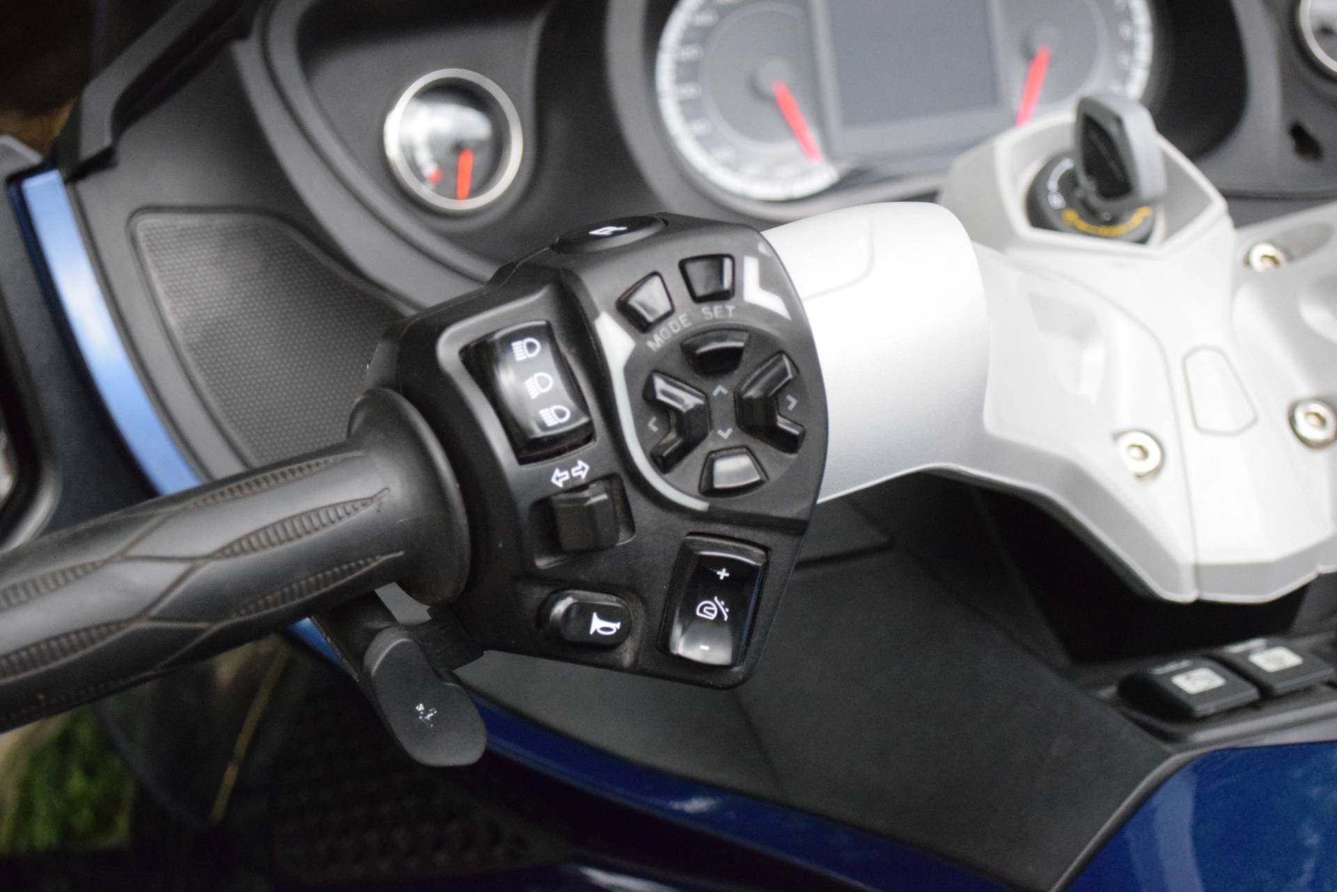 2011 Can-Am Spyder® RT Audio & Convenience SE5 in Wauconda, Illinois - Photo 33