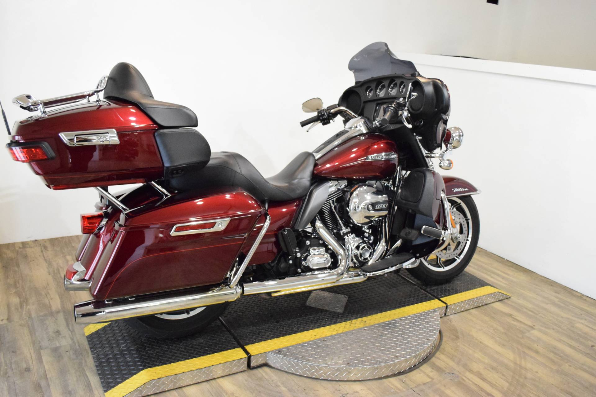 2015 Harley-Davidson Electra Glide® Ultra Classic® Low in Wauconda, Illinois - Photo 11