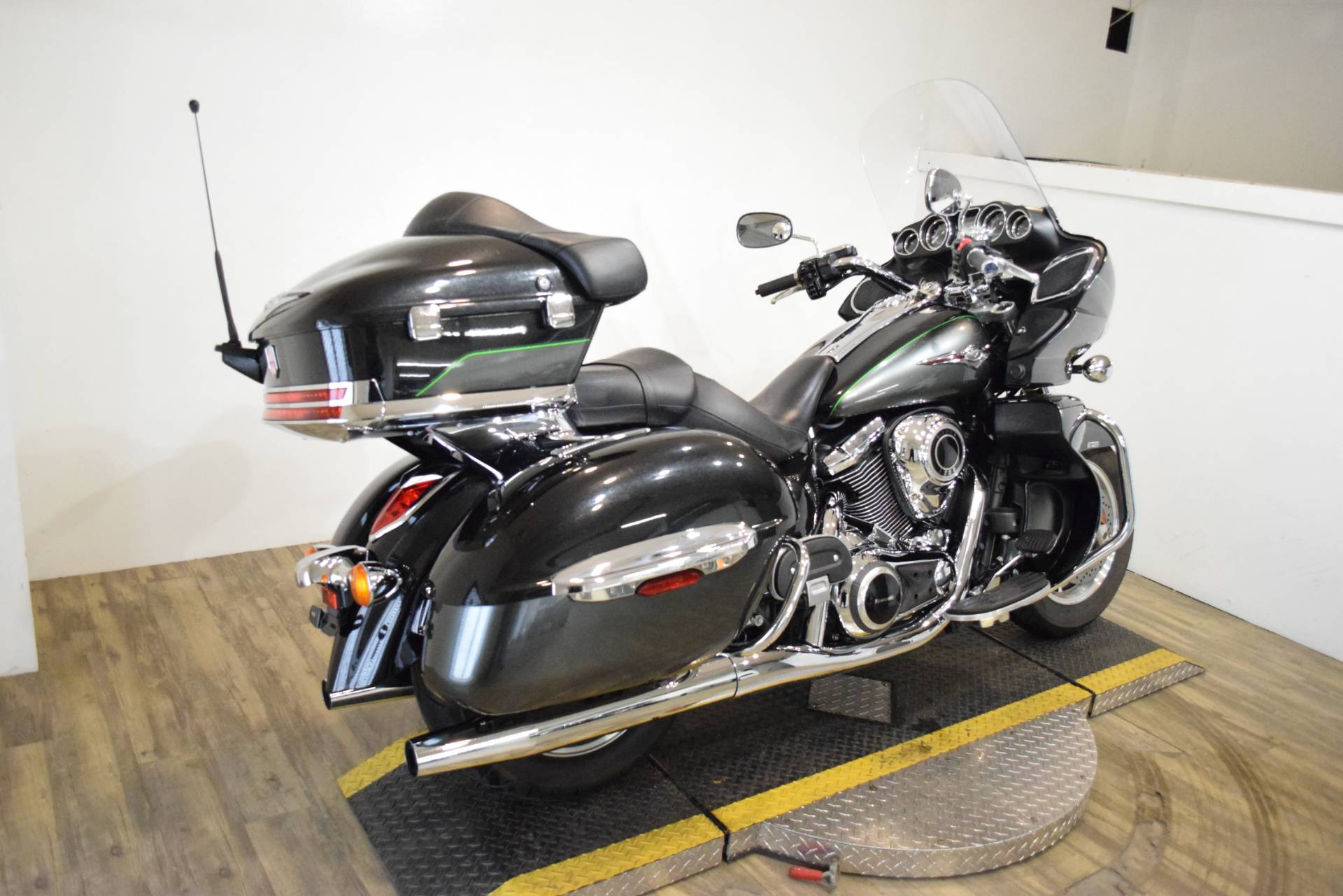 2017 Kawasaki Vulcan 1700 Voyager ABS in Wauconda, Illinois - Photo 9