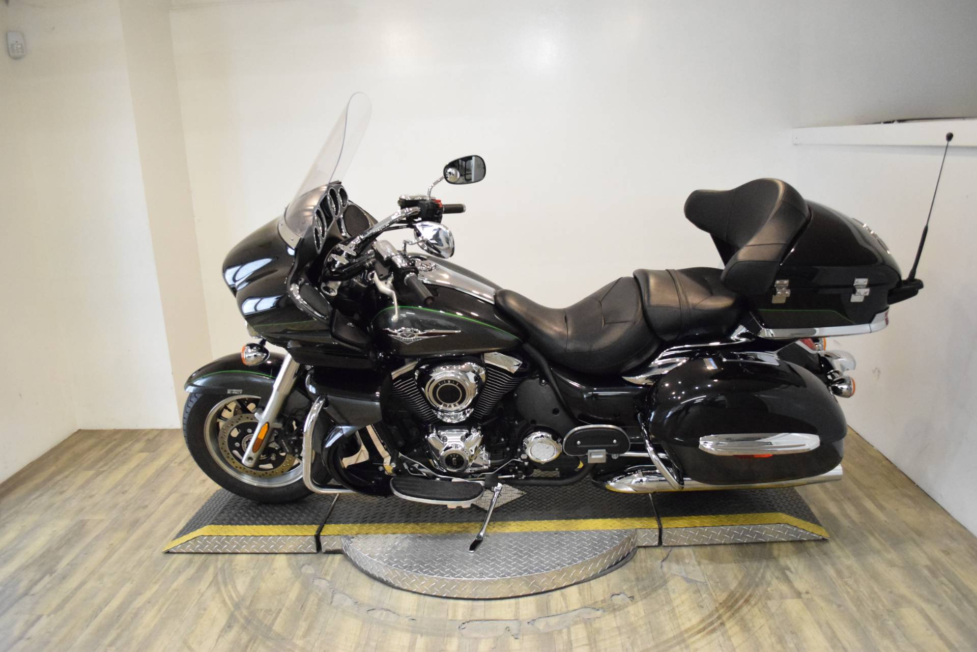 2017 Kawasaki Vulcan 1700 Voyager ABS in Wauconda, Illinois - Photo 15