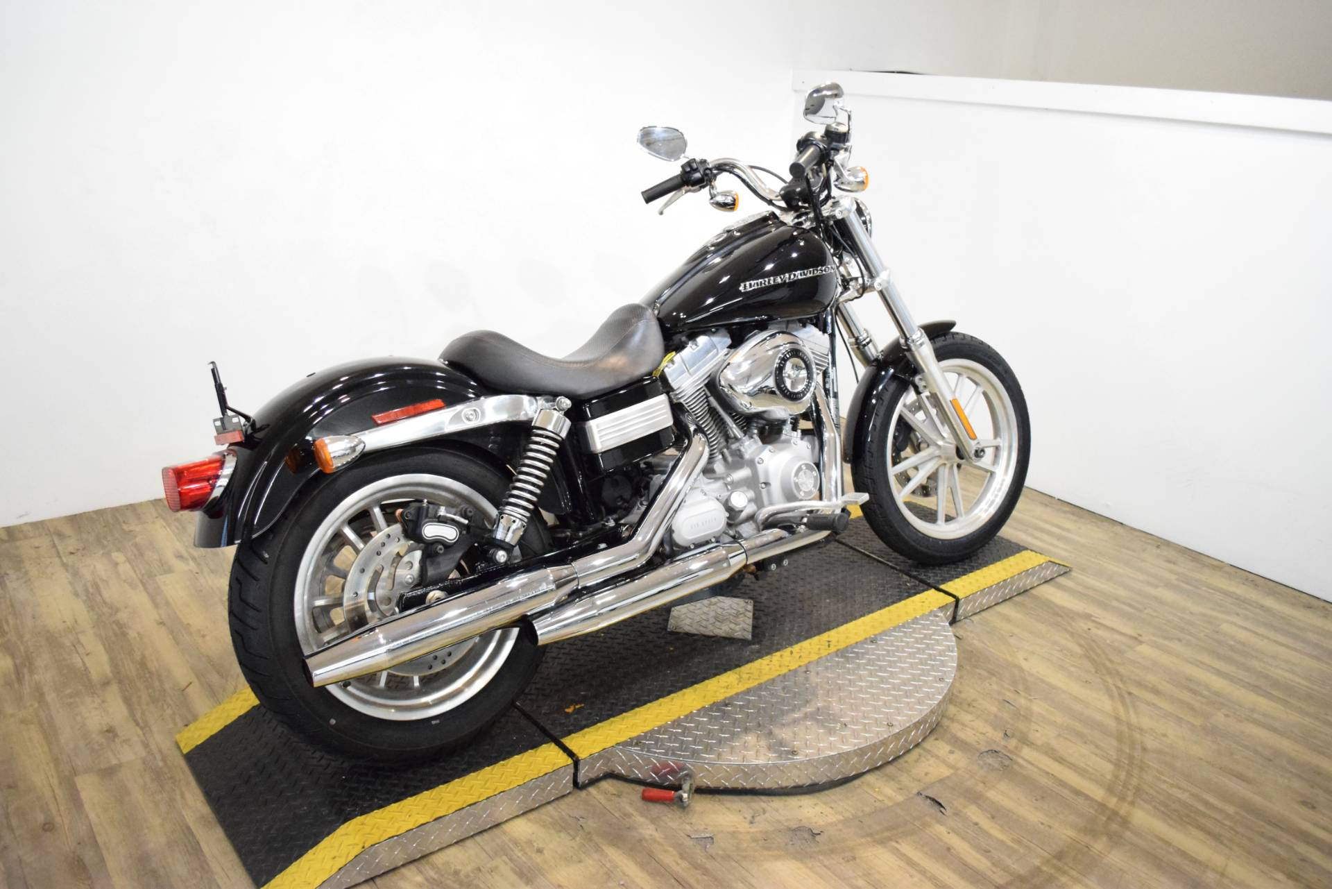 2009 Harley-Davidson Dyna Super Glide in Wauconda, Illinois - Photo 10