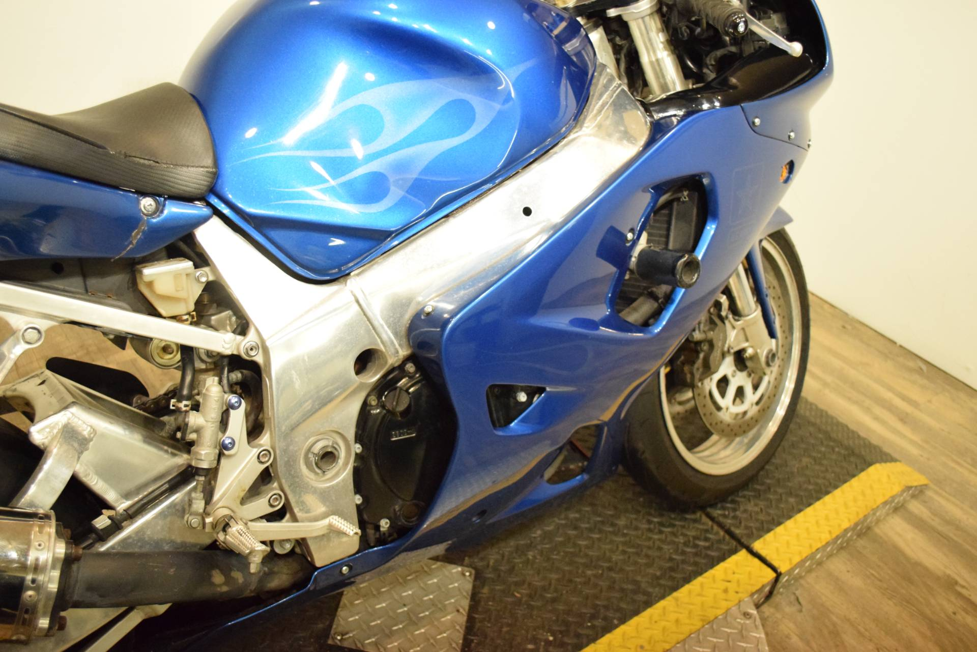 2001 Suzuki GSX-R 750 in Wauconda, Illinois - Photo 6