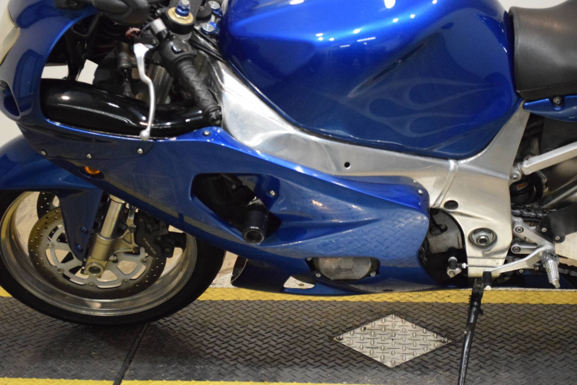 2001 Suzuki GSX-R 750 in Wauconda, Illinois - Photo 18