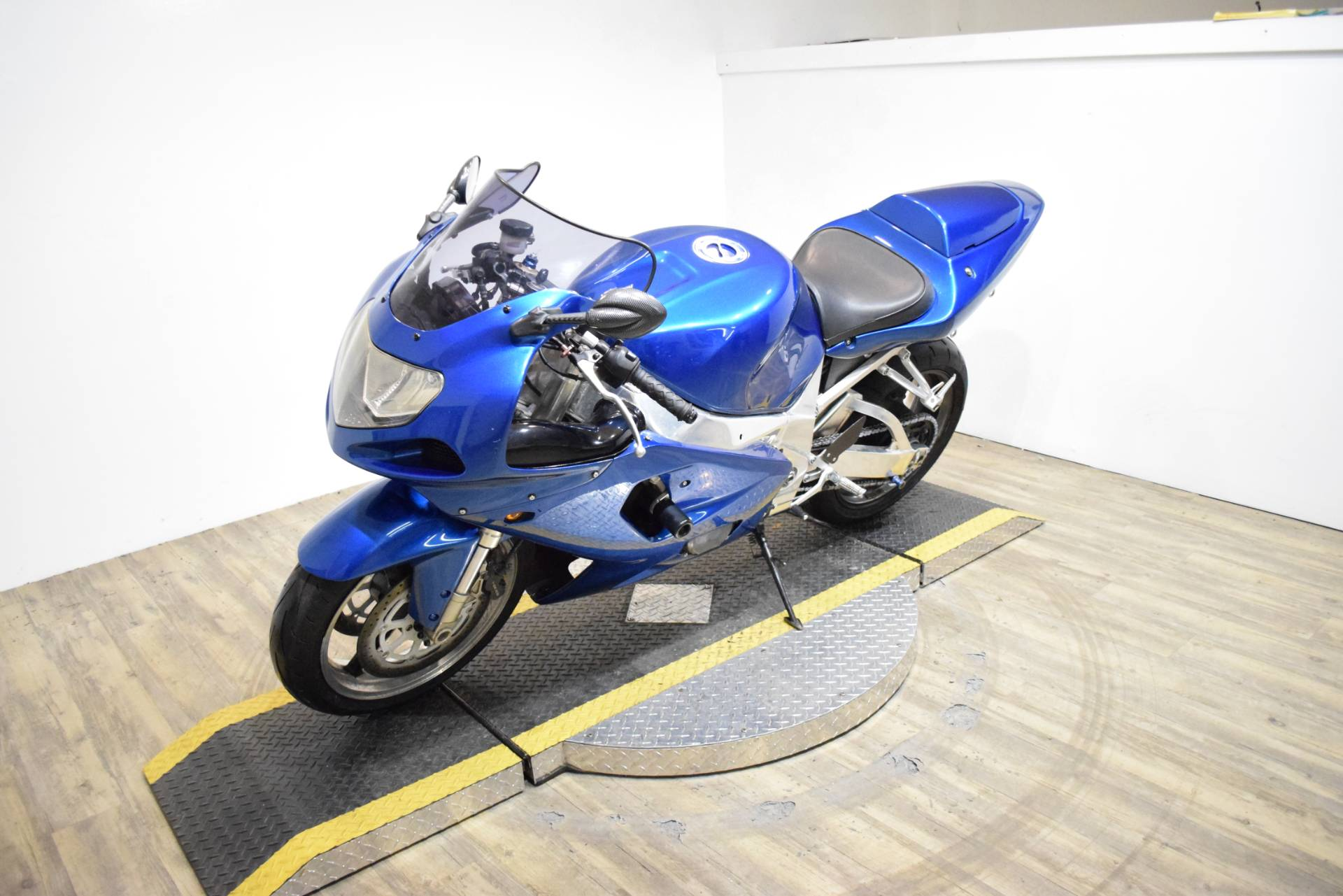 2001 Suzuki GSX-R 750 in Wauconda, Illinois - Photo 21