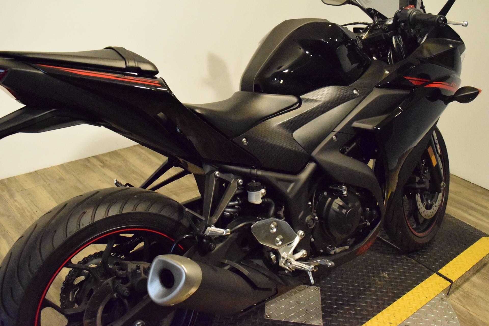 2015 Yamaha YZF-R3 8