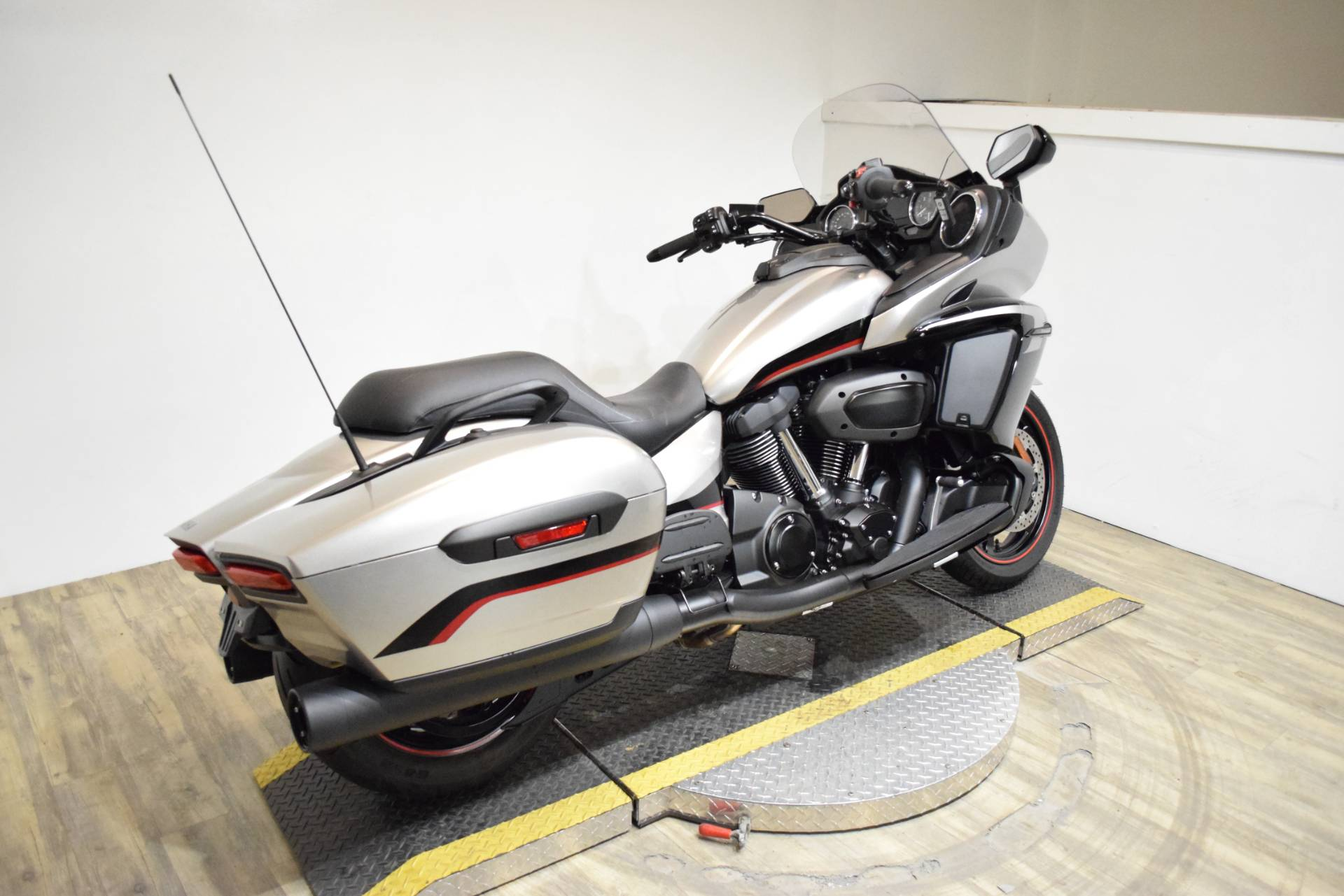2018 Yamaha Star Eluder in Wauconda, Illinois - Photo 9