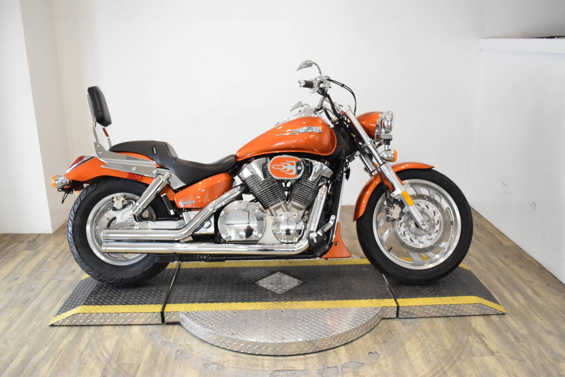 2004 Honda VTX 1300C in Wauconda, Illinois - Photo 1