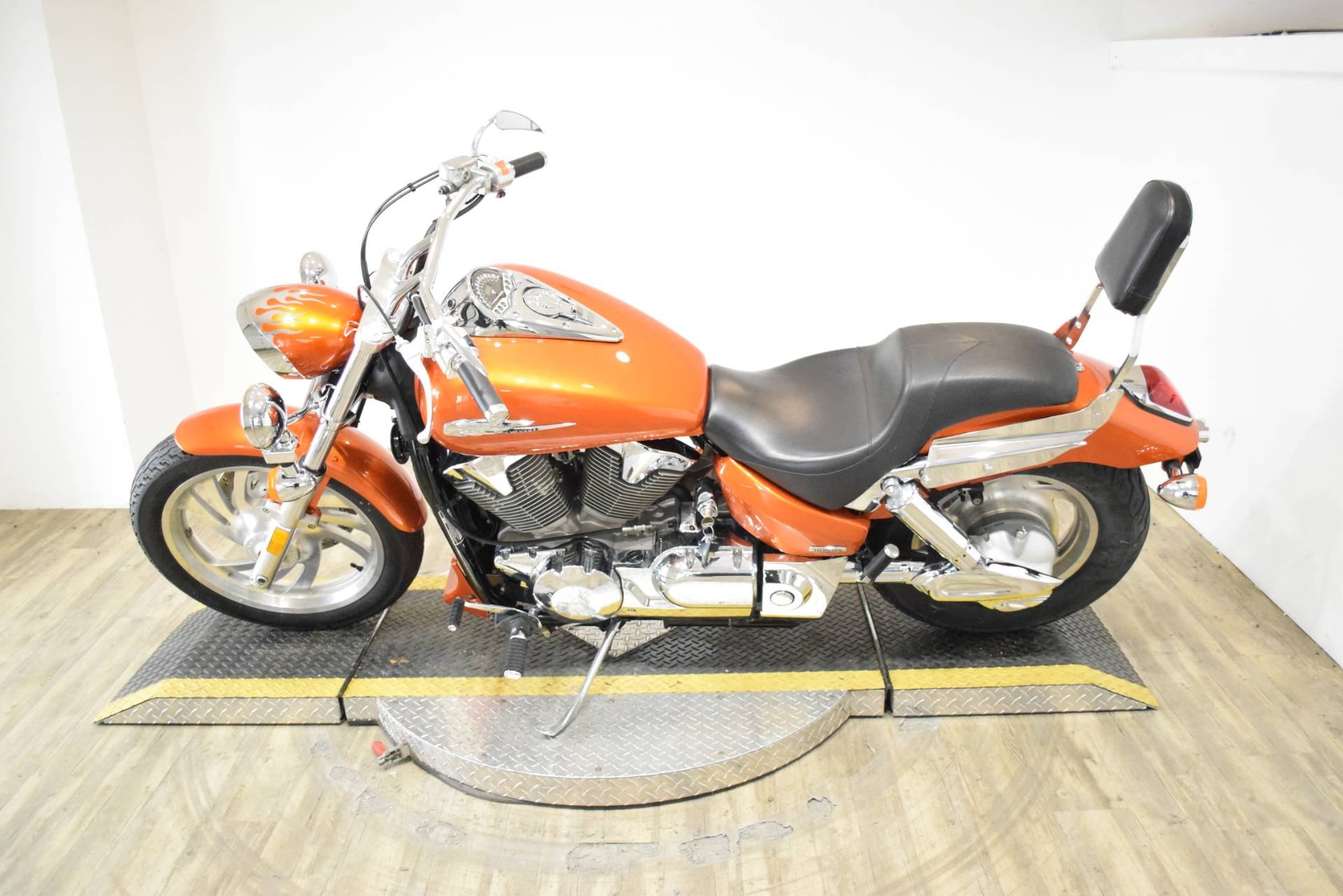 2004 Honda VTX 1300C in Wauconda, Illinois - Photo 15