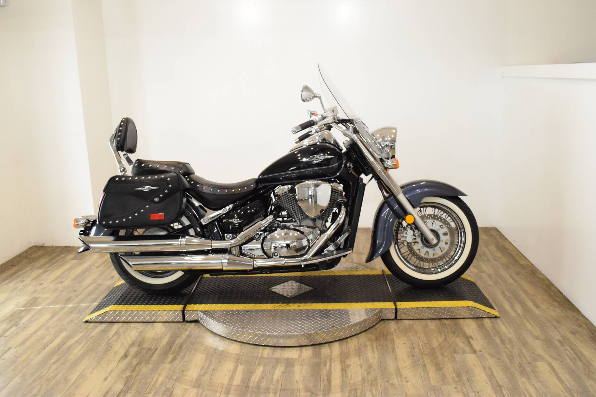 2011 Suzuki Boulevard C50T in Wauconda, Illinois - Photo 1