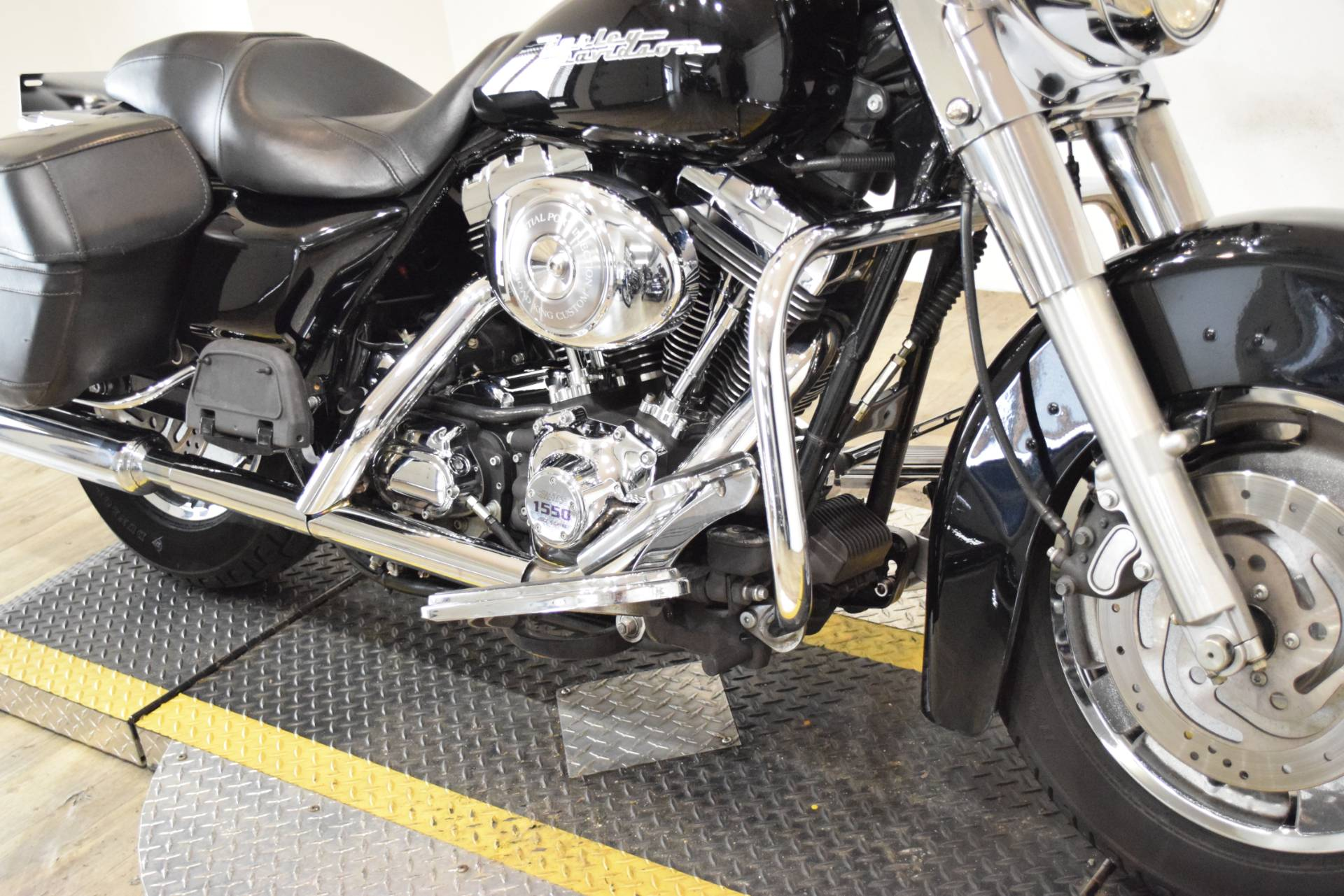 2005 Harley-Davidson FLHR/FLHRI Road King® in Wauconda, Illinois - Photo 4
