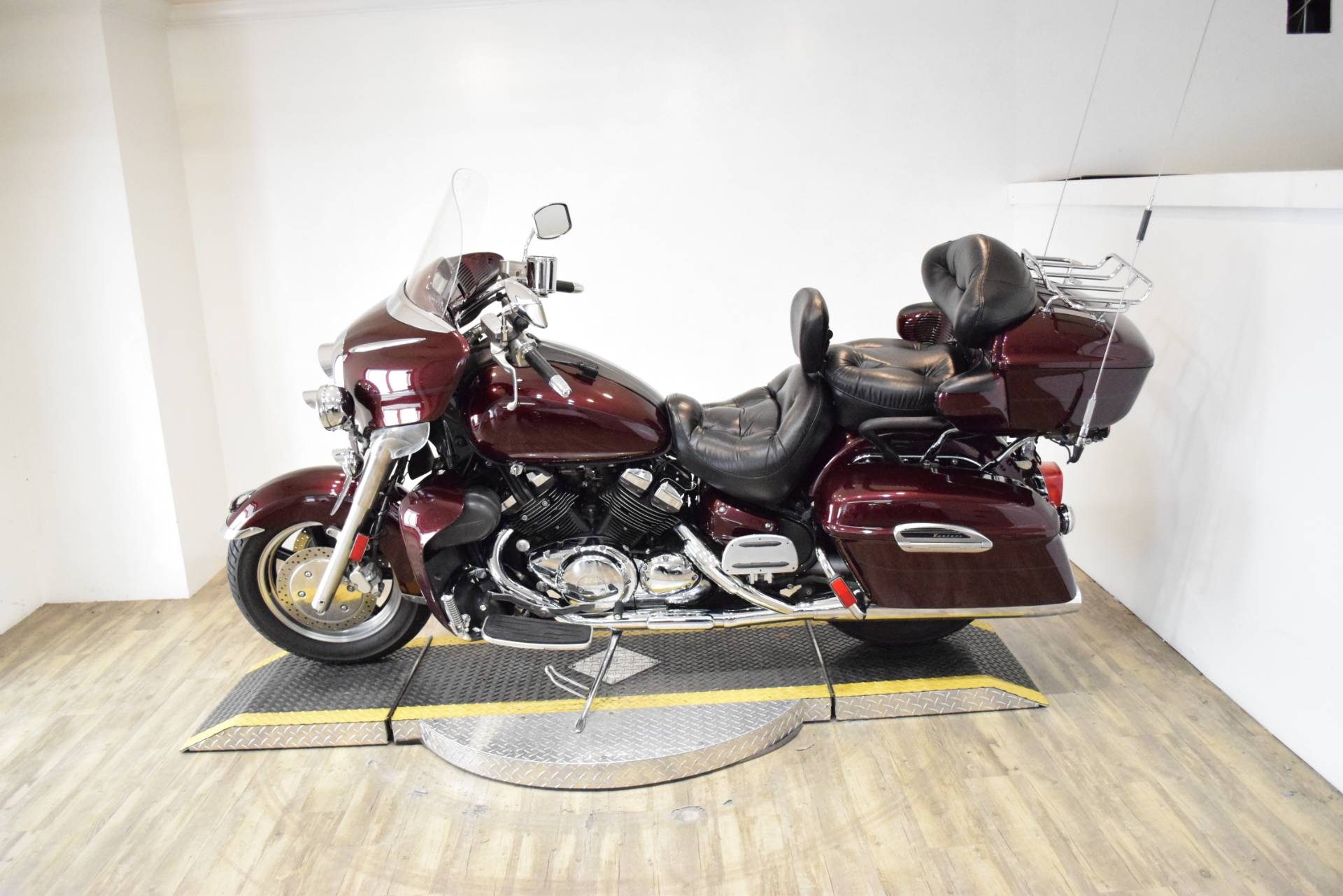 2006 Yamaha Royal Star® Venture in Wauconda, Illinois - Photo 16