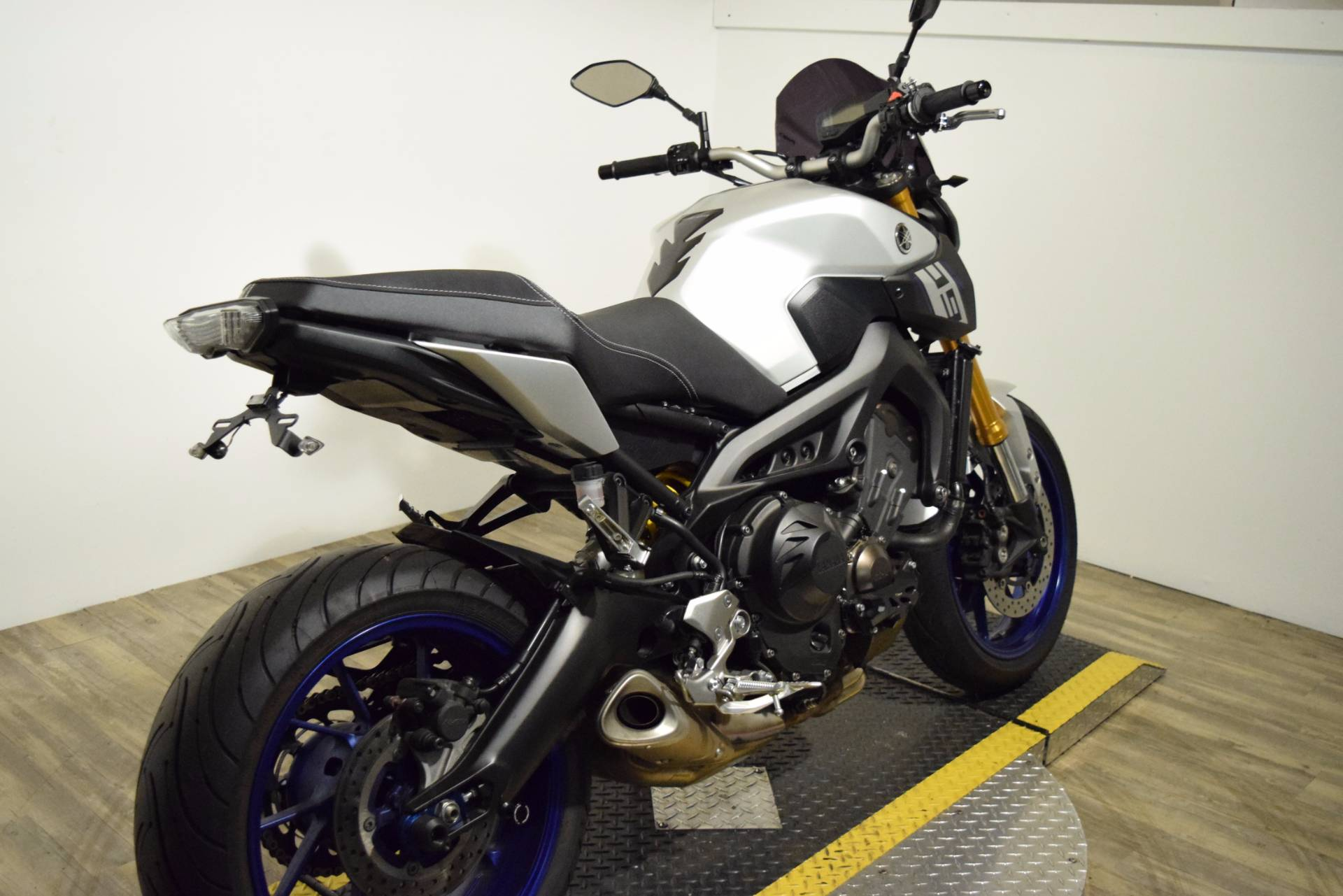 2015 Yamaha FZ-09 10