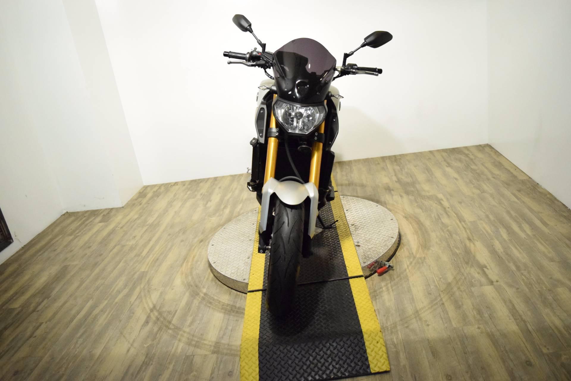 2015 Yamaha FZ-09 11