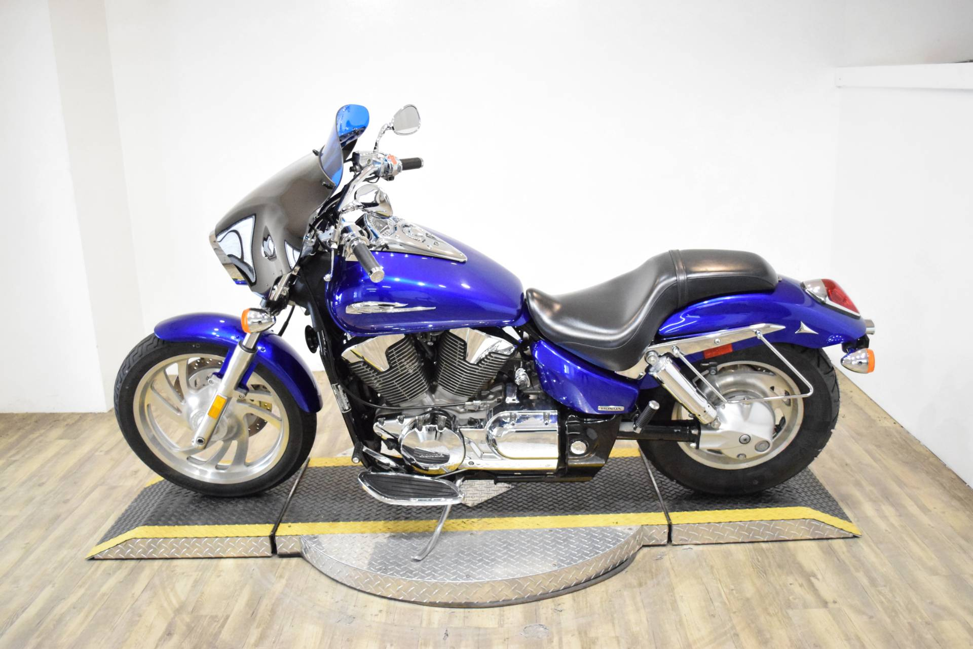 2005 Honda VTX™ 1300C in Wauconda, Illinois - Photo 16