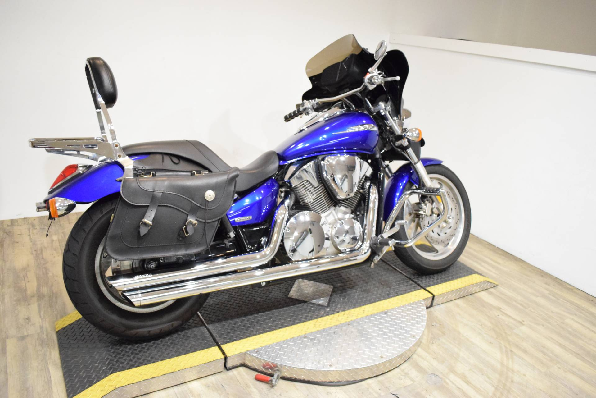 2005 Honda VTX™ 1300C in Wauconda, Illinois - Photo 11