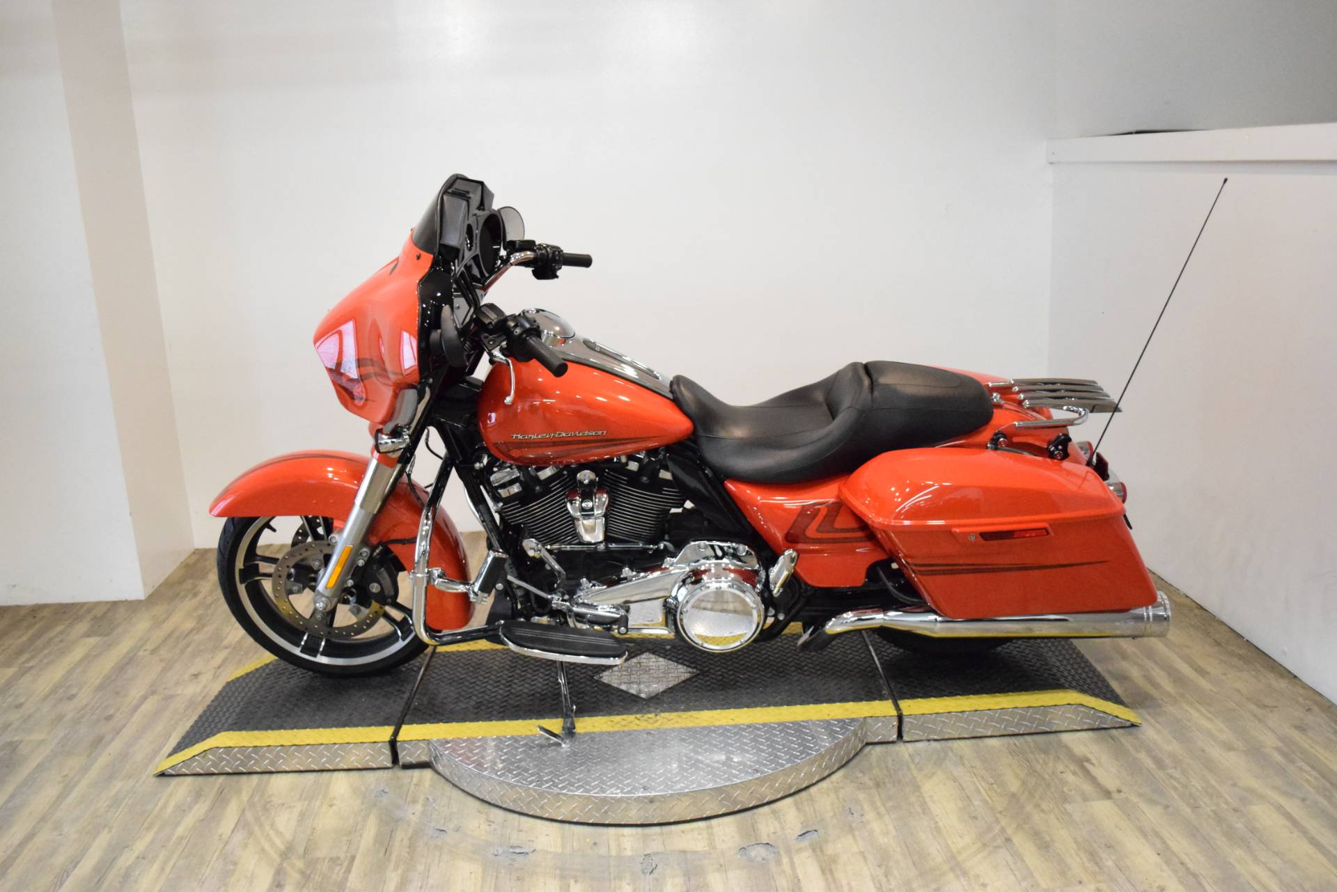 2017 Harley-Davidson Street Glide® Special in Wauconda, Illinois - Photo 15