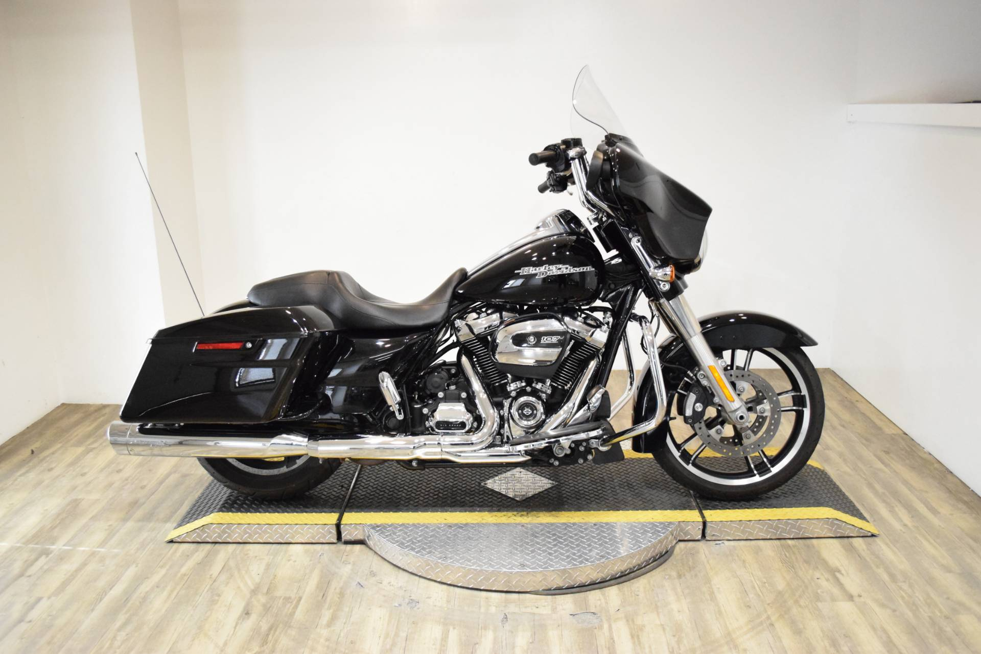 2017 Harley-Davidson Street Glide® Special in Wauconda, Illinois - Photo 1