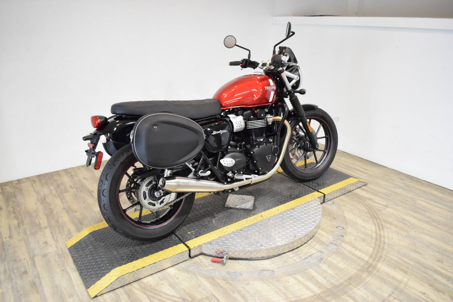 2018 Triumph Street Twin in Wauconda, Illinois - Photo 9