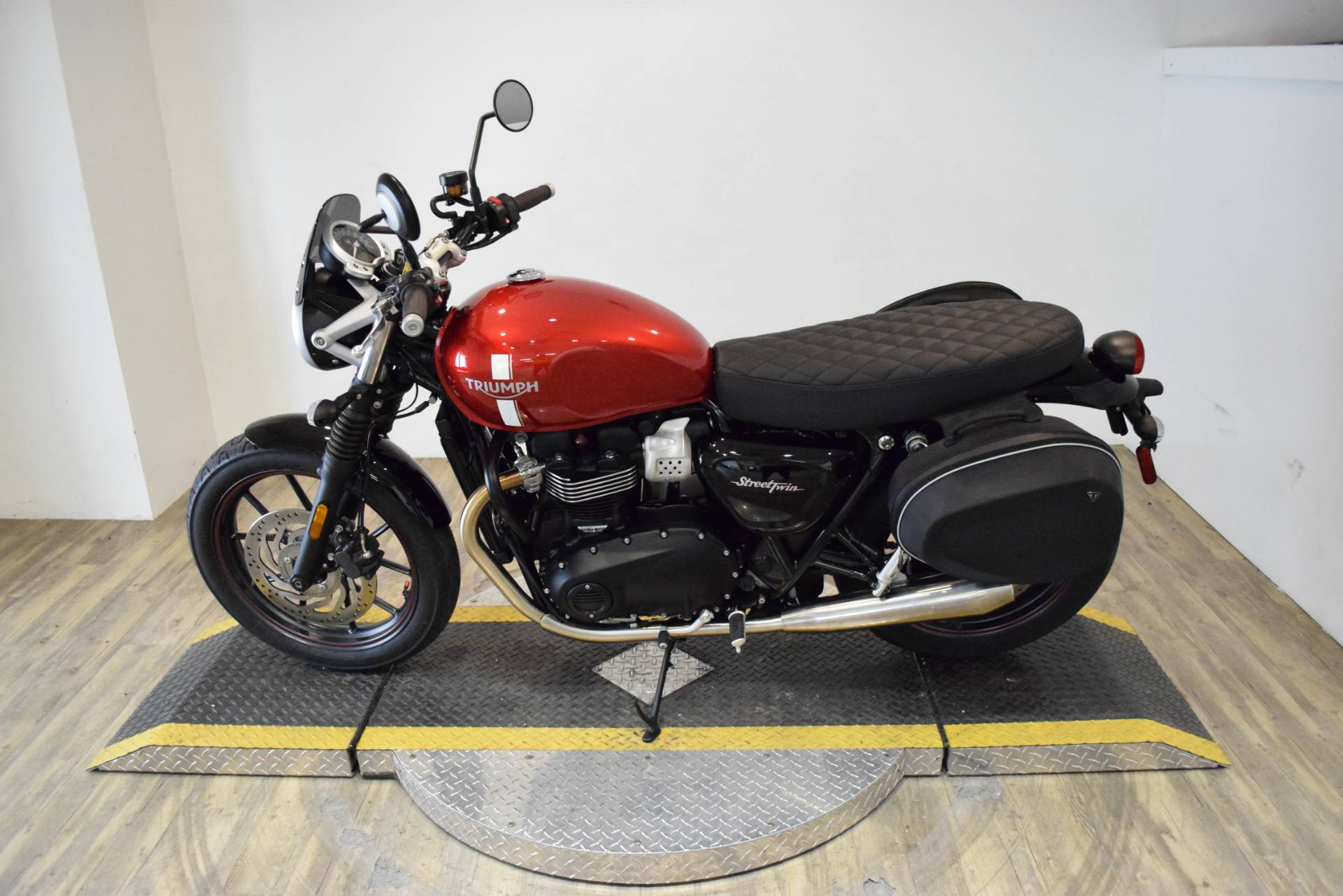 2018 Triumph Street Twin in Wauconda, Illinois - Photo 15