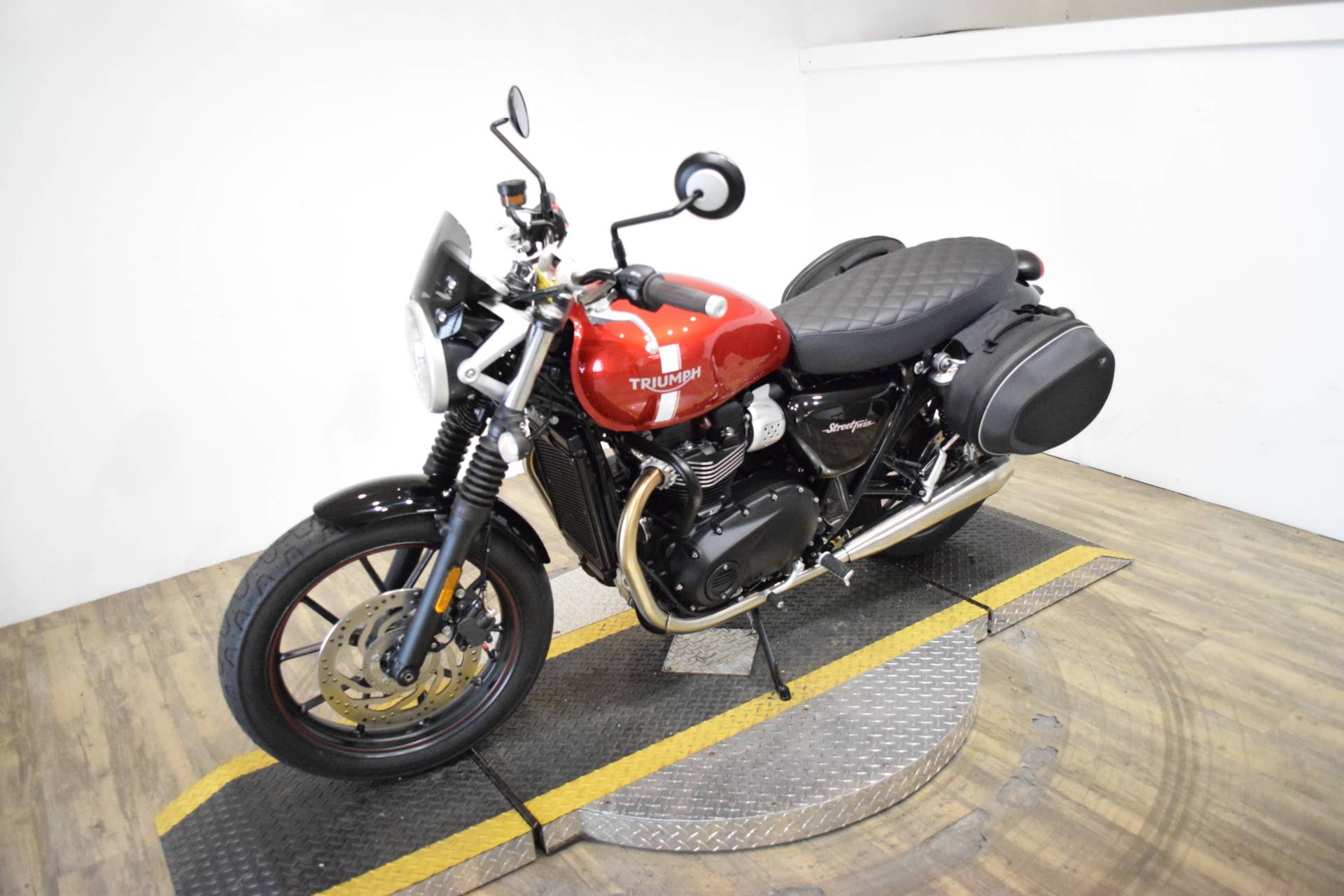 2018 Triumph Street Twin in Wauconda, Illinois - Photo 22