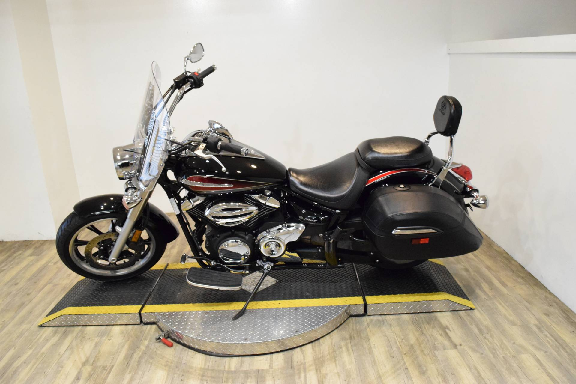 2014 Yamaha V Star 950 Tourer in Wauconda, Illinois - Photo 17