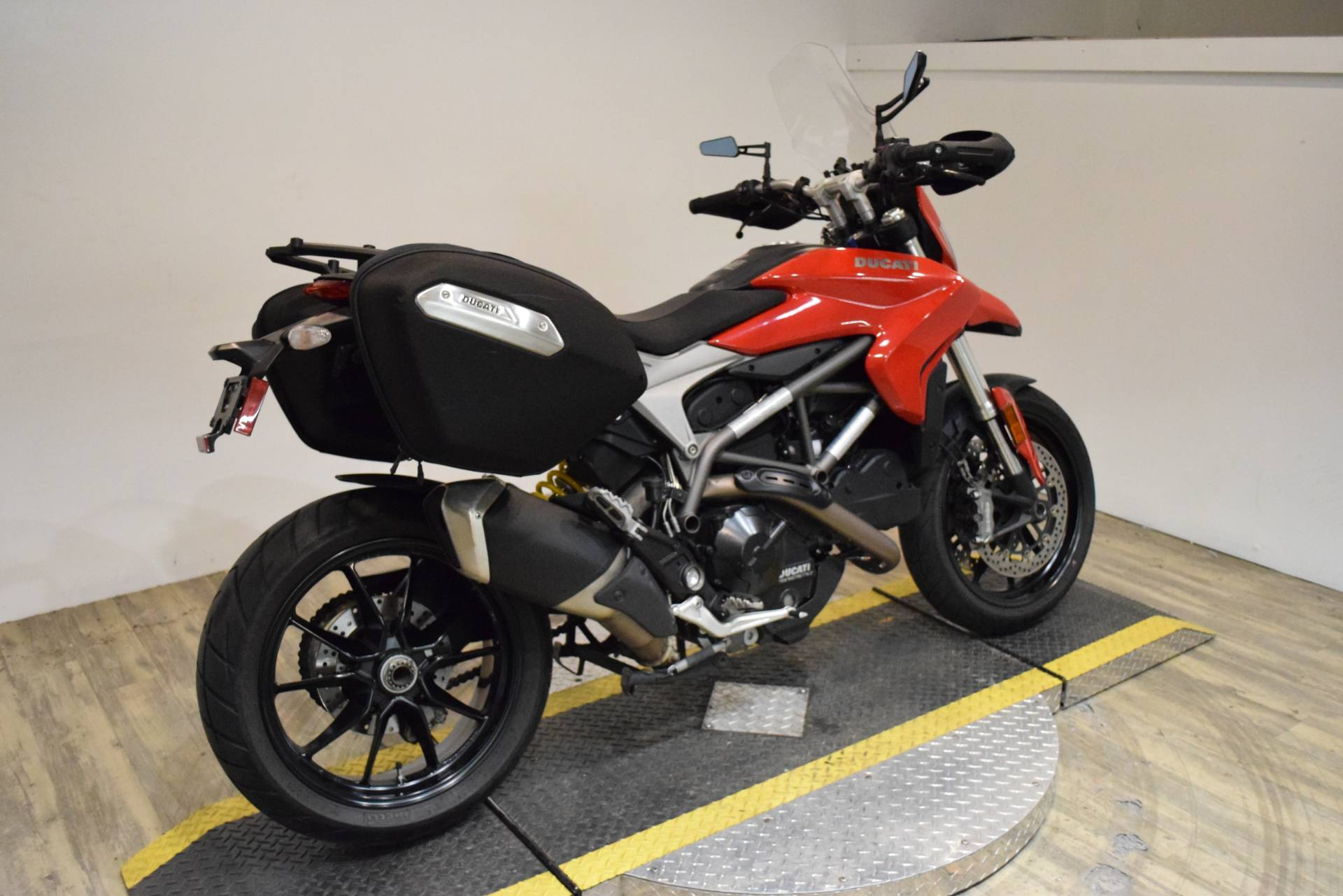 2015 Ducati Hyperstrada in Wauconda, Illinois - Photo 9