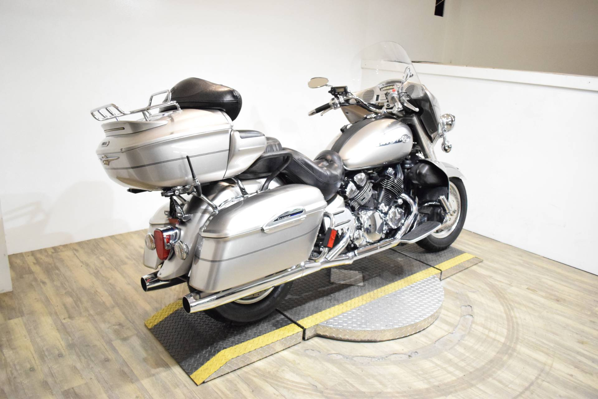 2005 Yamaha Royal Star® Venture in Wauconda, Illinois - Photo 9